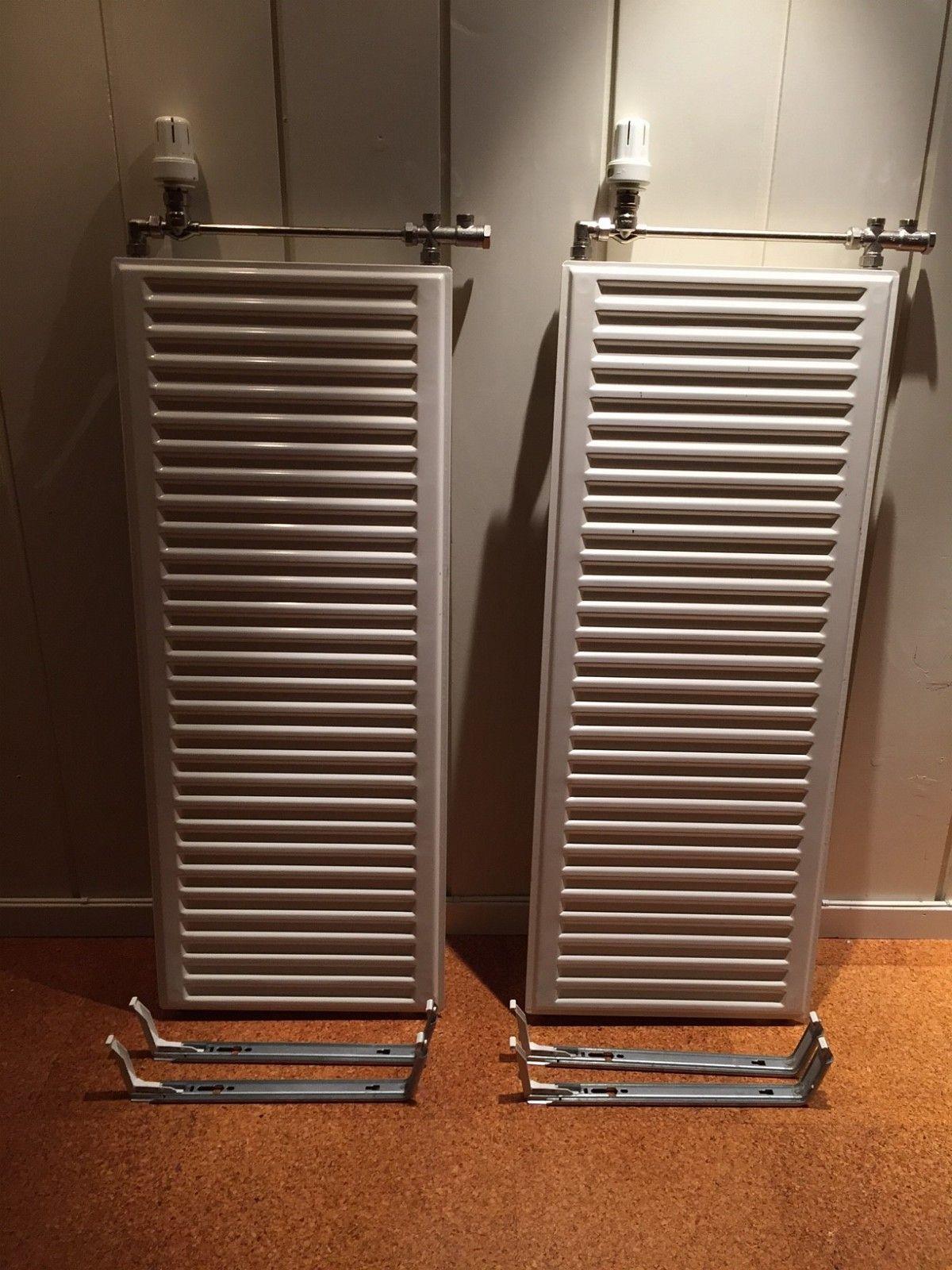 Radiator til vannbåren varme - Bekkestua  - 2 stykk radiatorer 40cm x 100cm til vannbåren varme selges på grunn av oppussing. Radiatorene er fra 2003. Selges komplett med termostat (MMA-MWA), ventilsett og monteringsbraketter. - Bekkestua