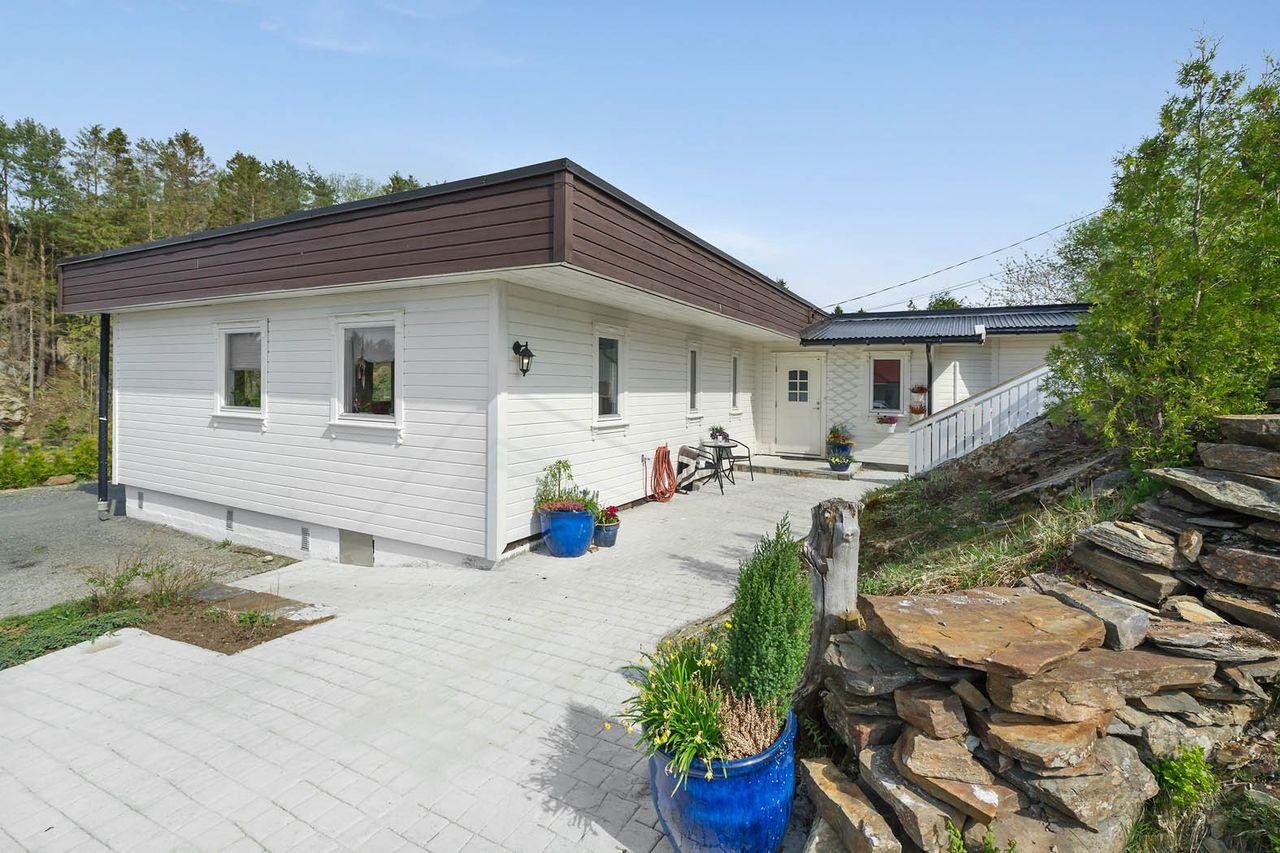 Kjerrgarden - Moderne enebolig med gode solforhold, garasje og barnevennlig beliggenhet!
