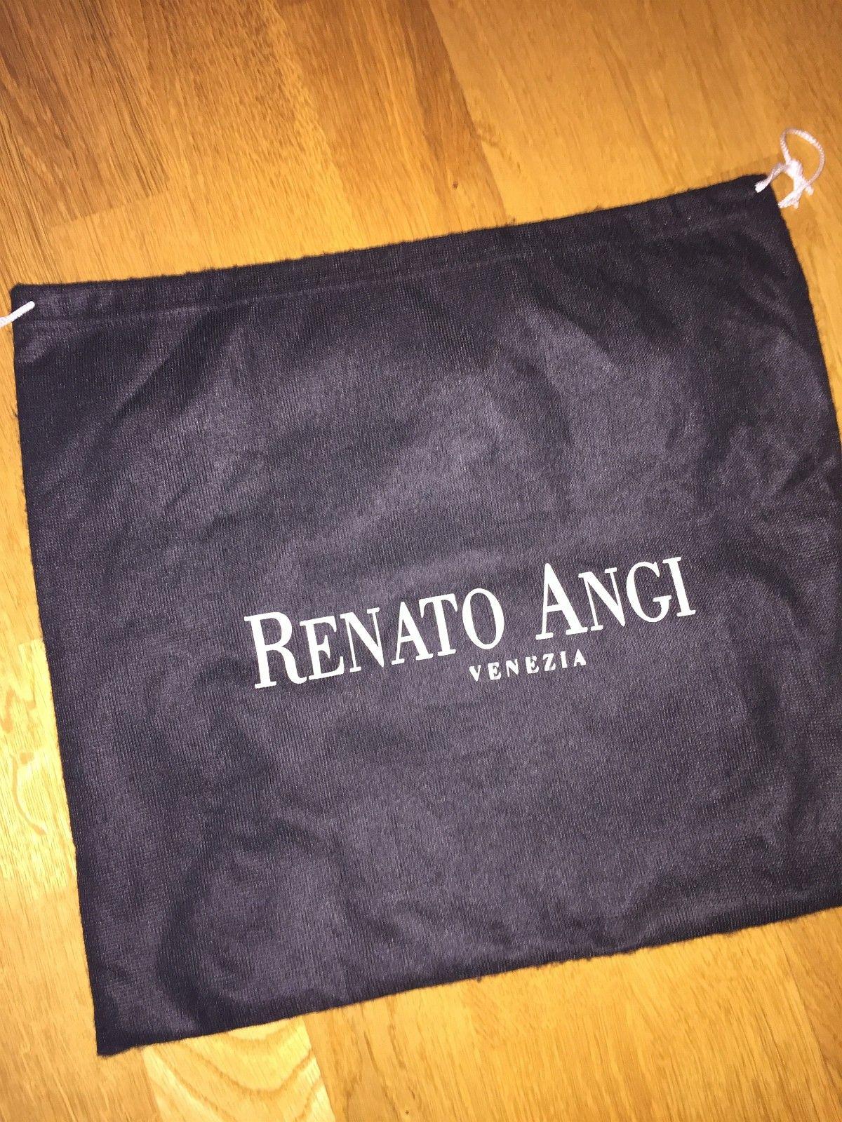 NY PRIS: Renato Angi italiensk design | FINN.no