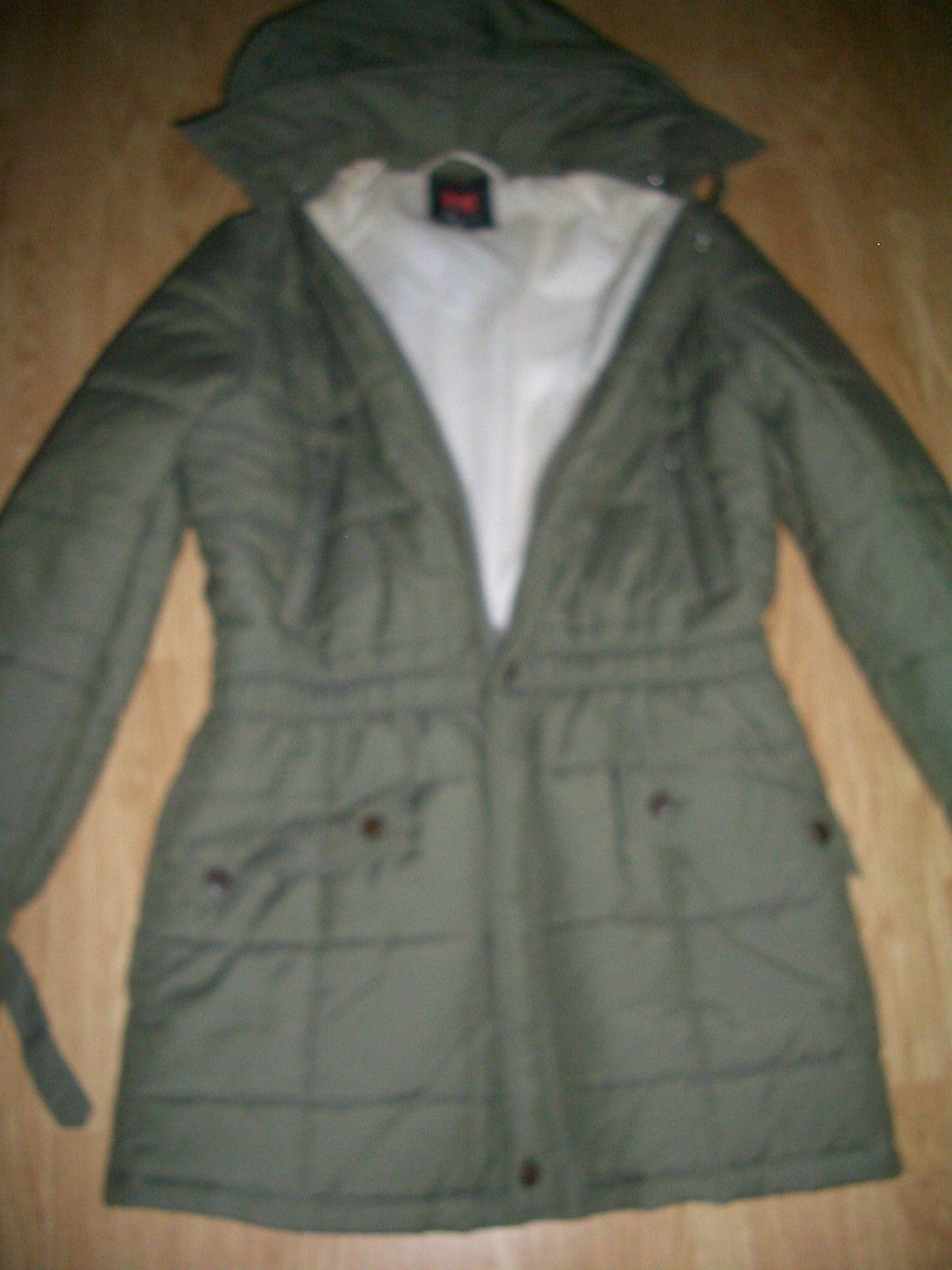 966d6002 Fin vattert jakke med hette selges billig kun 100 kr   FINN.no
