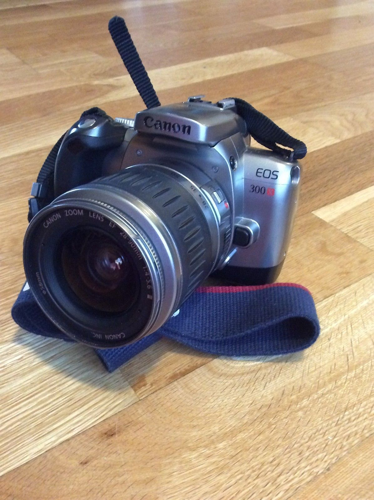 Canon EOS 300 x analog speilrefleks mm - Ottestad  - Canon EOS 300 x analog speilrefleks selges. 4 objektiver følger med. Canon zoom lens EF 28-90 mm 1:4-5,6 Sigma UC zoom 28-70 mm 1:2,8-5 Sigma UC zoom 70-210 mm 1:4-5,6 Sigma zoom 17-35 mm 1:2,8-4 - Ottestad