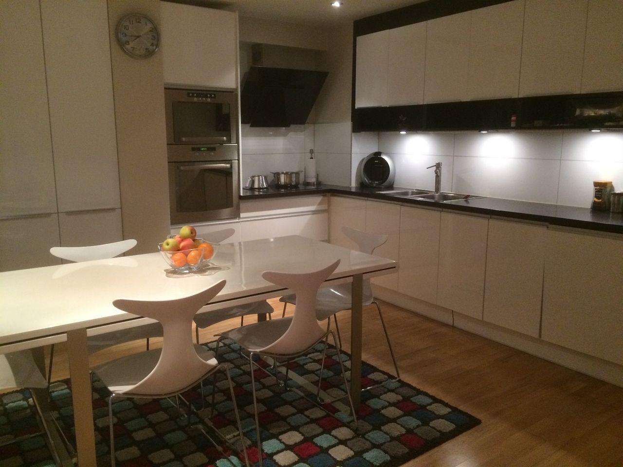 Finn – design spisebord fra bohus med 6 design stoler fra living ...
