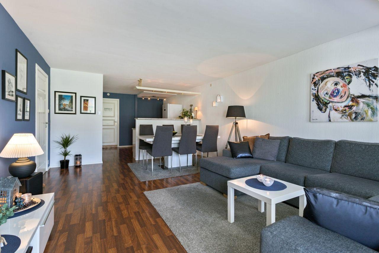 Bleikemyr - Lys og praktisk 2-roms i 1. etasje. Stor solrik terrasse. Egen garasjeplass. Rolig og populær beliggenhet bilde