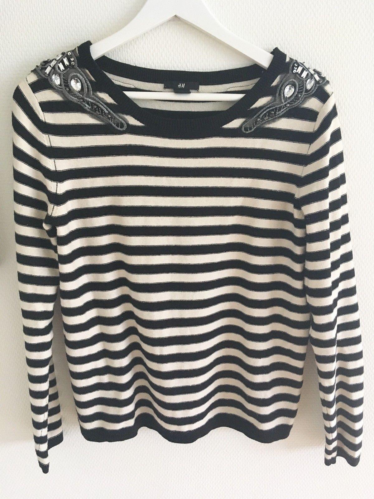 557bec47 Klassisk stripet strikket genser i sort / svart og hvit   FINN.no
