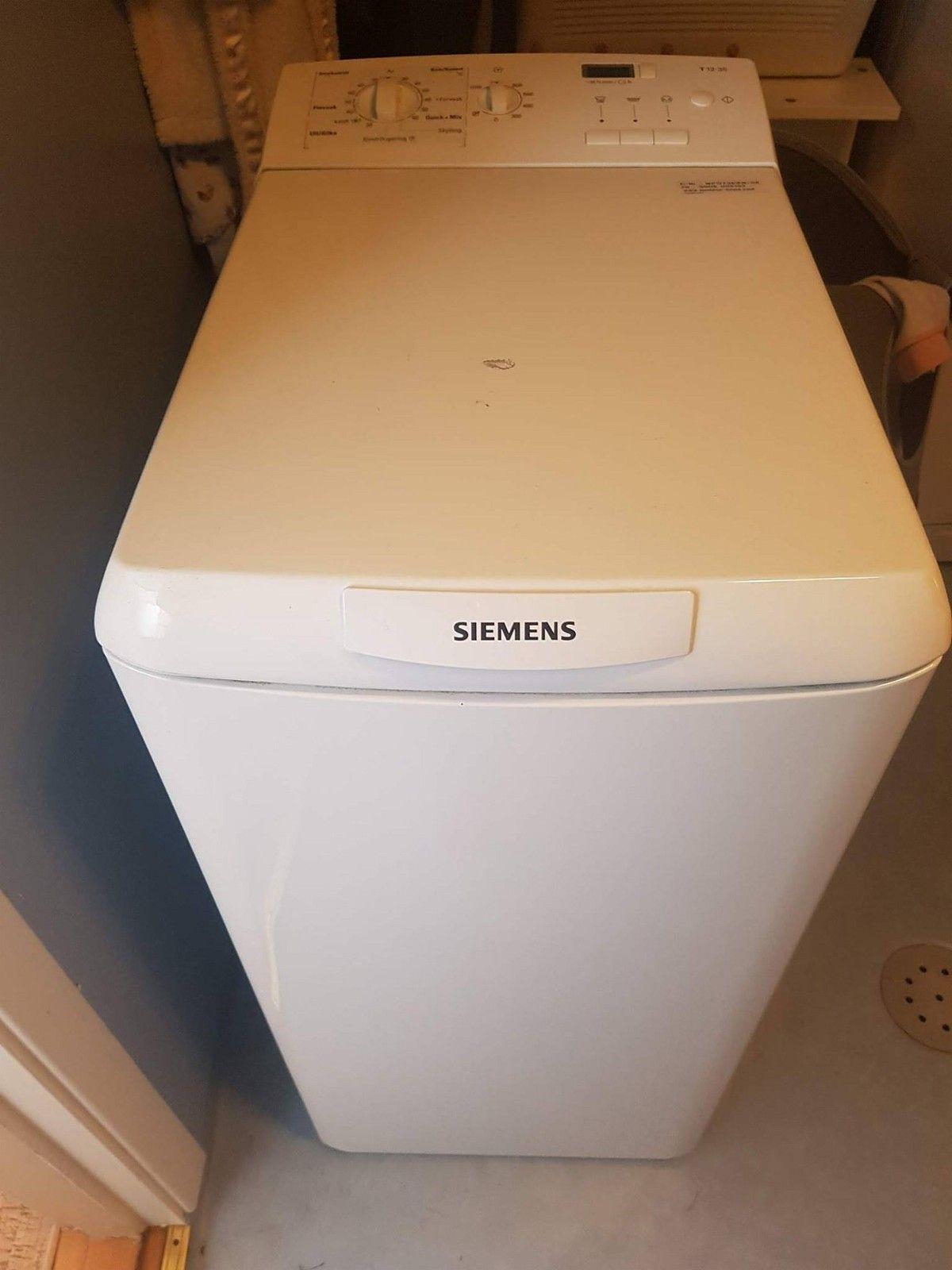 Siemens Vaskamaskin T12*35 selges rimelig. Meget pent brukt. - Lillestrøm  - Toppmatet vaskemaskin fra Siemens.  Senterifugehastighet 1200 o/min. 40 cm bredde. - Lillestrøm