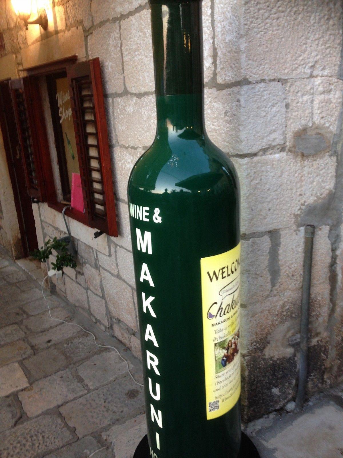 Vinflaske, STOR, kjøpes - Bønes  - Ønsker å kjøpe en stor vinflaske tilsvarende flaskene som ofte står utenfor restauranter nedover i Europa. Med lys i flasken. Høyden på flasken er vanligvis 1.5 - 2 meter. - Bønes