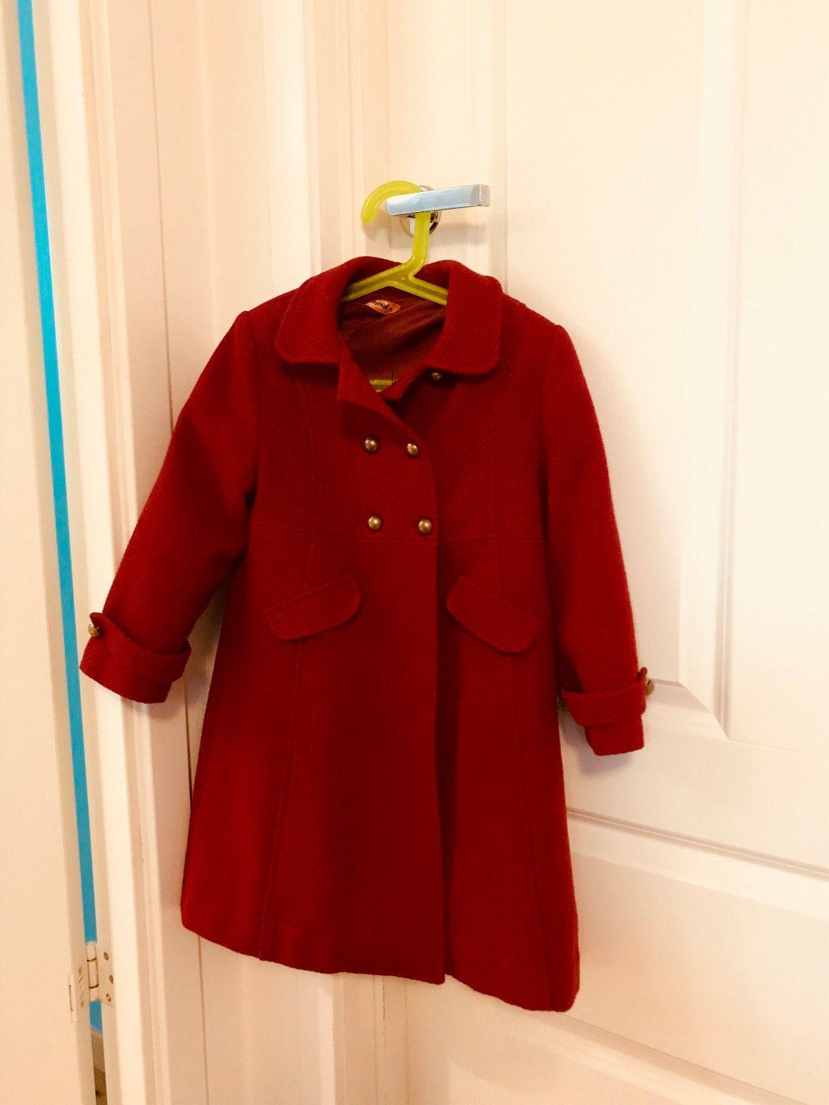 Rød kåpe - str 5 år - Stavanger  - Nydelig kåpe i ull/polyester blanding. Perfekt både til jul og 17. mai. Min jente er av gjennomsnittlig høyde og har brukt denne til hun var 7 år, litt stor i str. Kun brukt noen ganger i året. - Stavanger