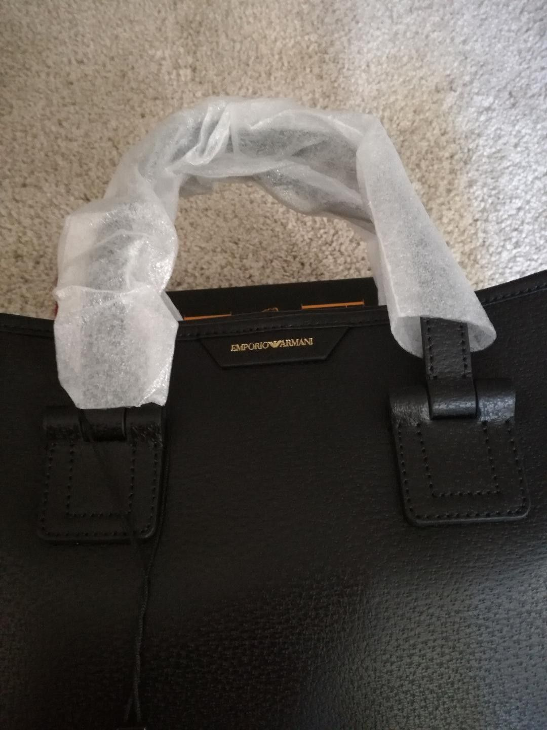 New, original, black, womens Emporio Armani bag to sell. Price 2500NOK. All info - Oslo  - New, original, black, womens Emporio Armani bag to sell. All info priv :) - Oslo
