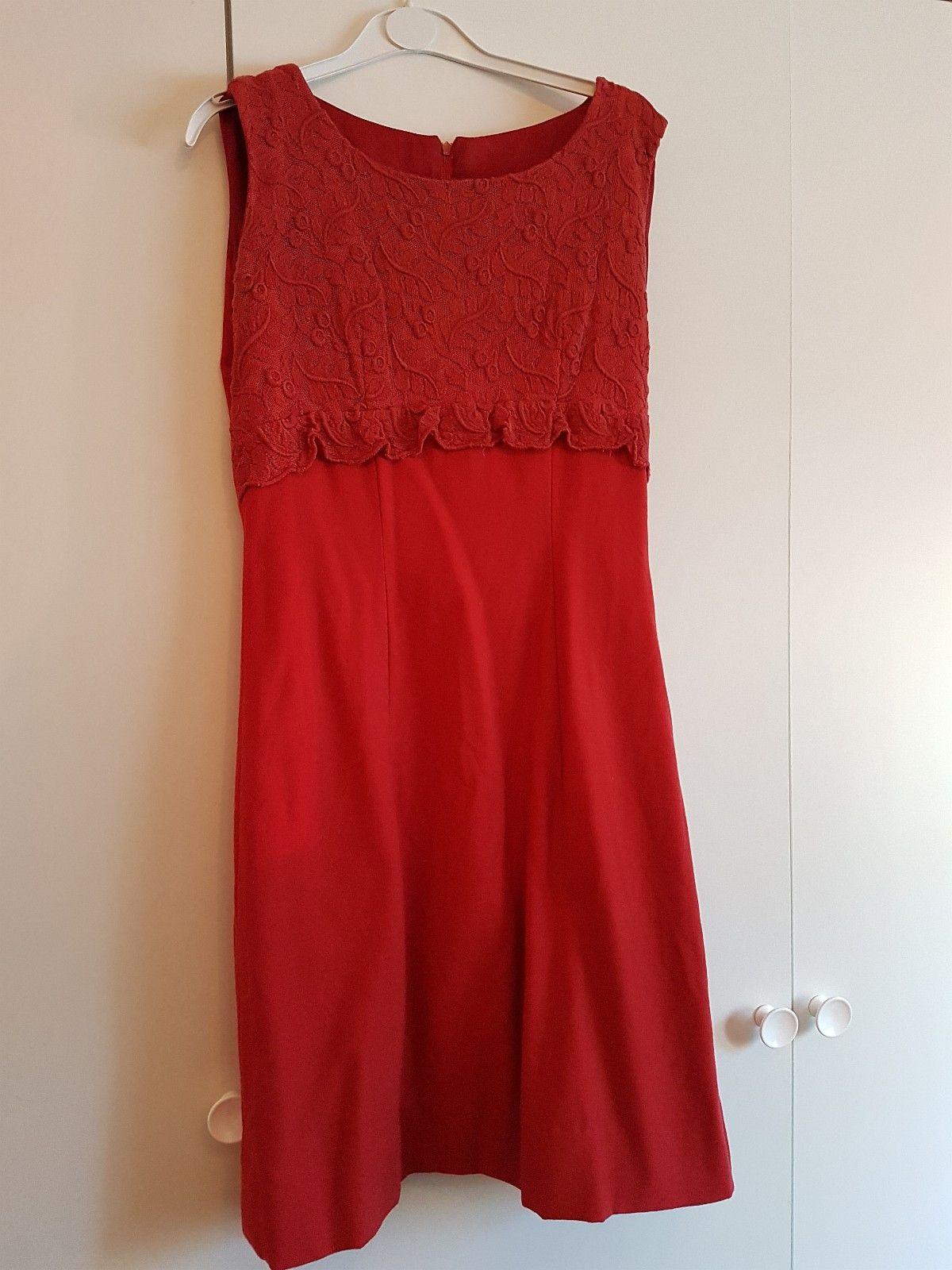 Klassisk enkel kjole i sort speilfløyel. Selskapskjole   FINN.no