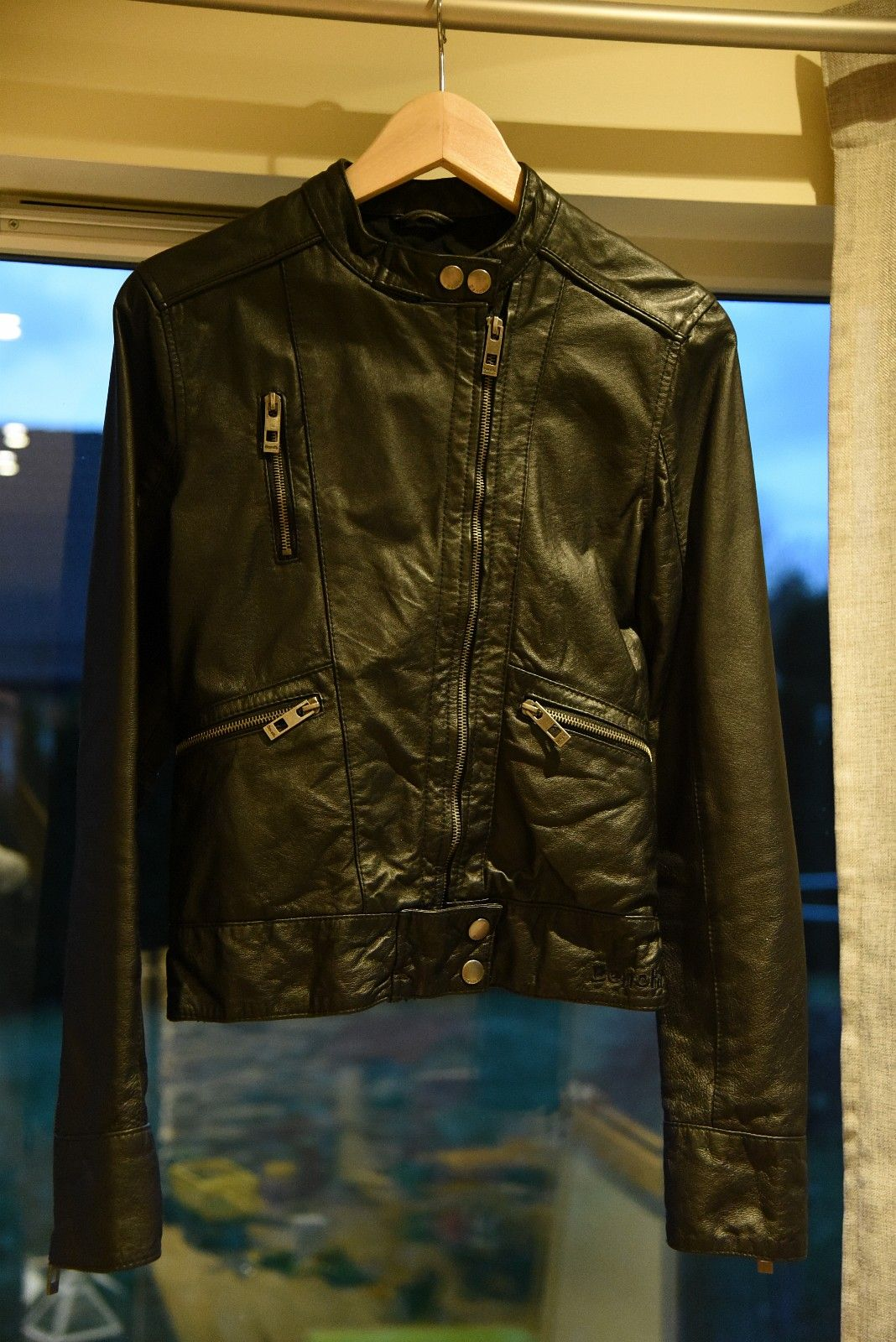 Womens black Bench leather jacket in Small - Tvedestrand  - Womens Black Bench leather jacket brought in the Uk in small.