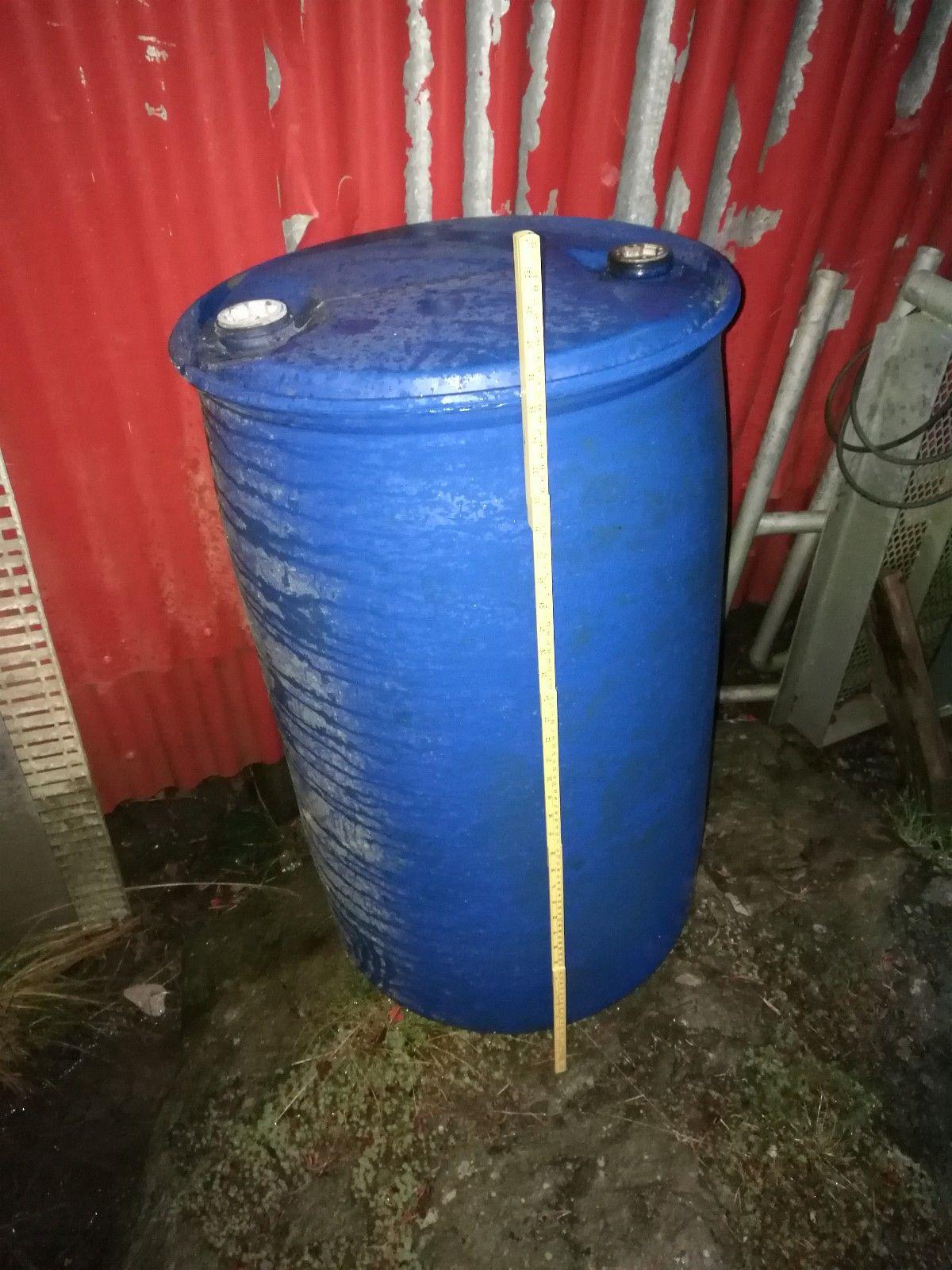 200L plastfat 10 stk - Tanem  - 10 stk plast-fat selges samlet for 1500,- , ellet 180,- per fat. Flytebryggeprosjekt o.l. ! Må hentes - Tanem