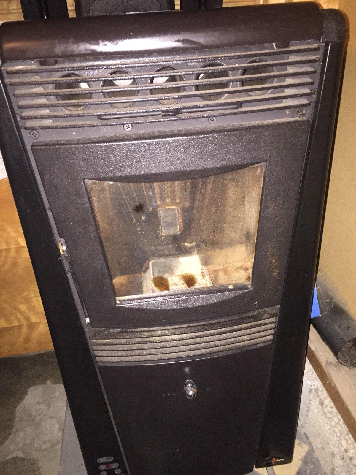 Pellets ovn - Halden  - Pellets kamin fra 2005, ikke brukt dem 3 siste årene. Ny pris 17 000.- ingen bruksmerker.  Følger med brukerveiledning, timer og fjernkontroll - Halden
