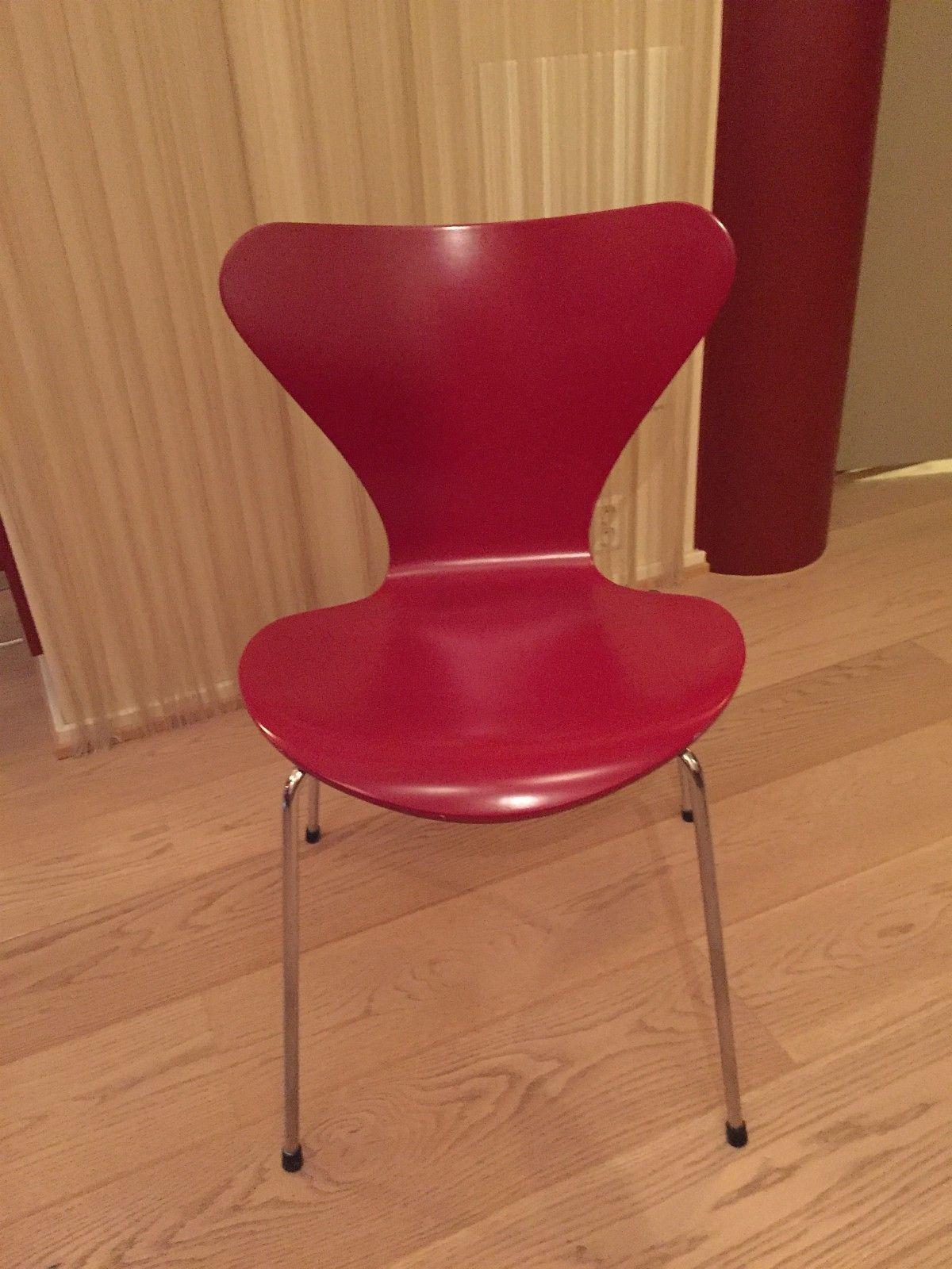 Syver-stoler, fra designer, Arne Jacobsen, selges for kr 1350 pr ...