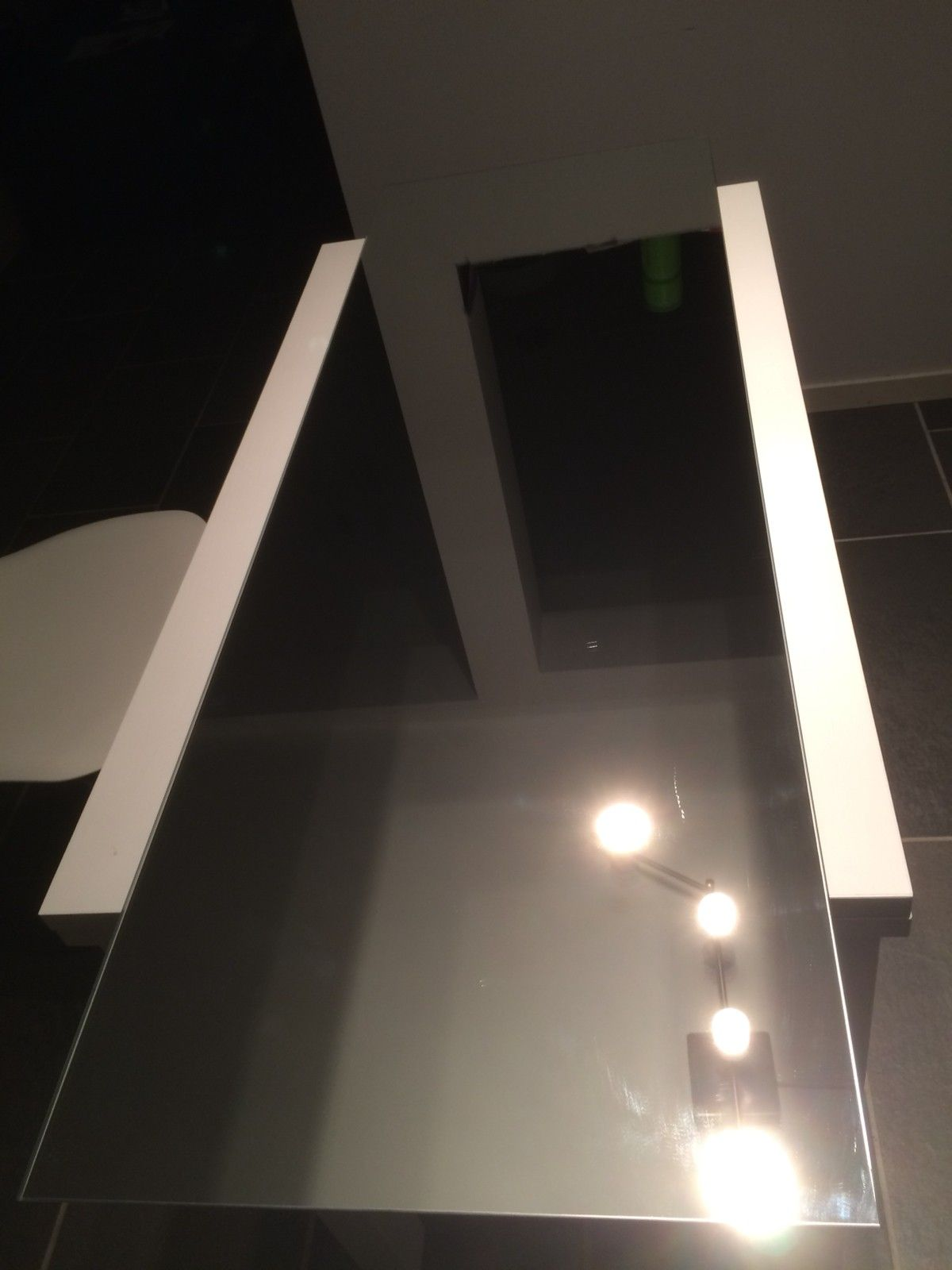 Speil 1m • 30cm - Bergen  - 1m • 30cm mirror in very good condition, comes with screws and plastic holders for the wall. - Bergen