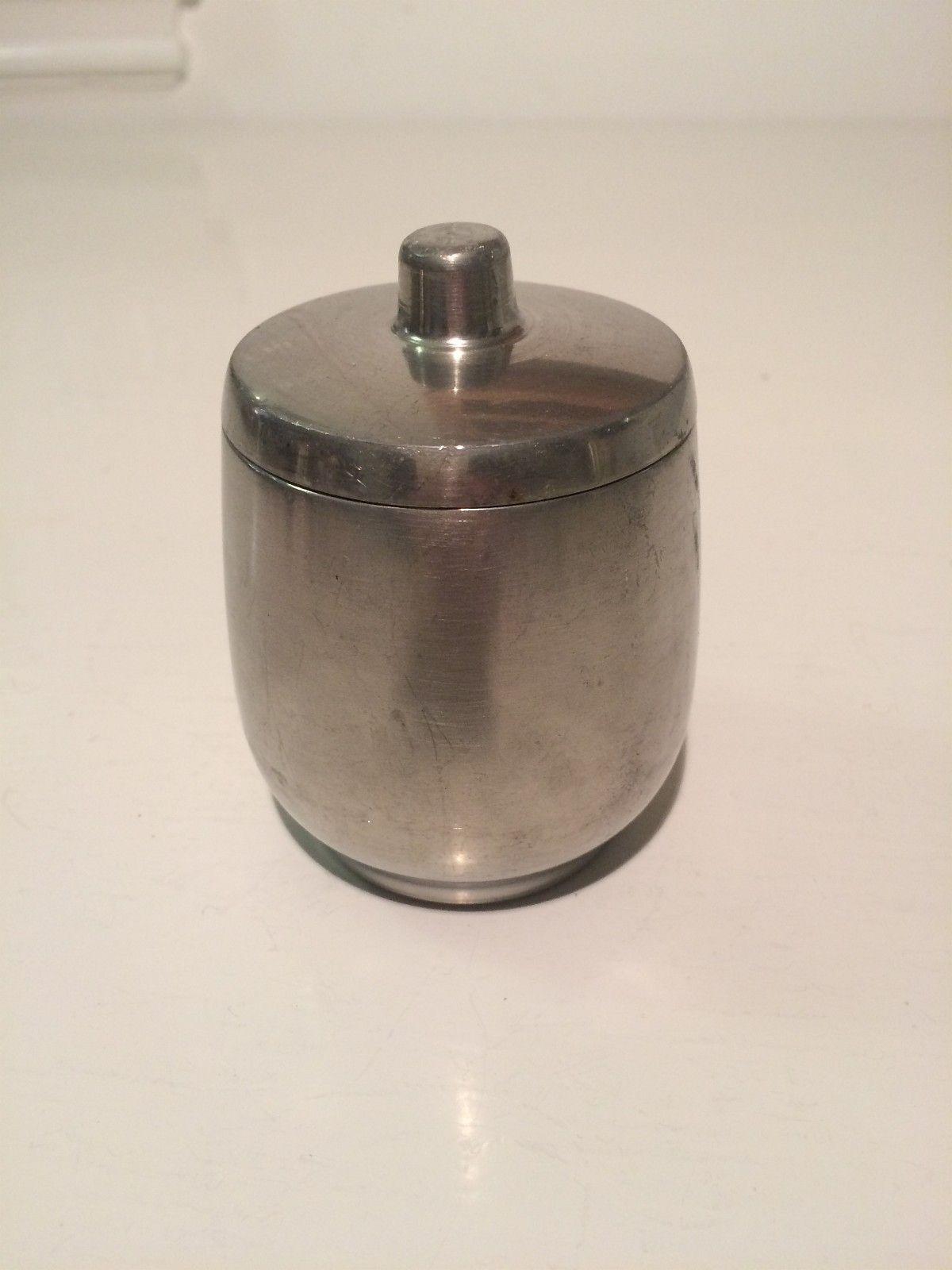 """Enkel liten boks i tinn - Lillesand  - Merket """"Pewter Norway, B (bilde av ei måke) M, 685/1 Diameter 7 cm Høyde 9 cm  Sender gjerne  Se mine nadre annonser! - Lillesand"""