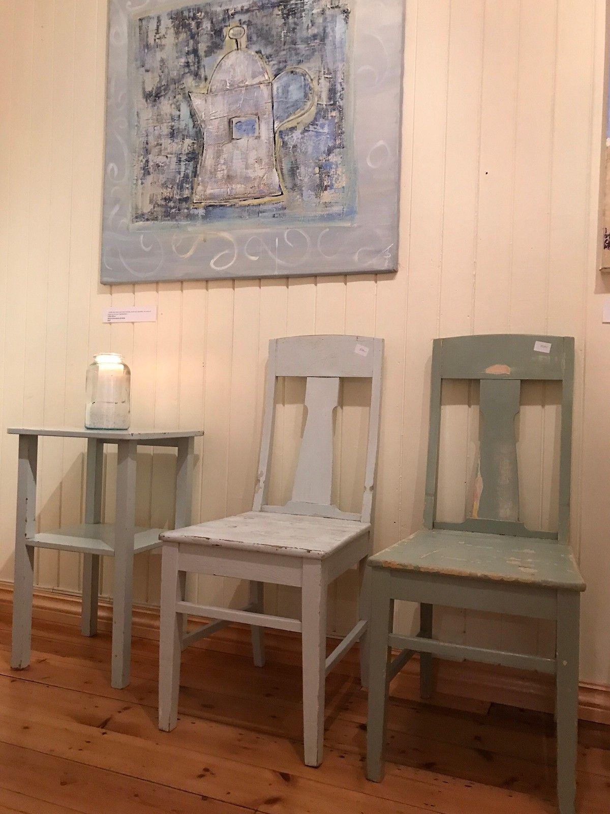 Bondemøbler - Ringebu  - Masse flotte bondemøbler. Stoler, bord , nattbord, senger og en skjenk ifra 1920  - Ringebu