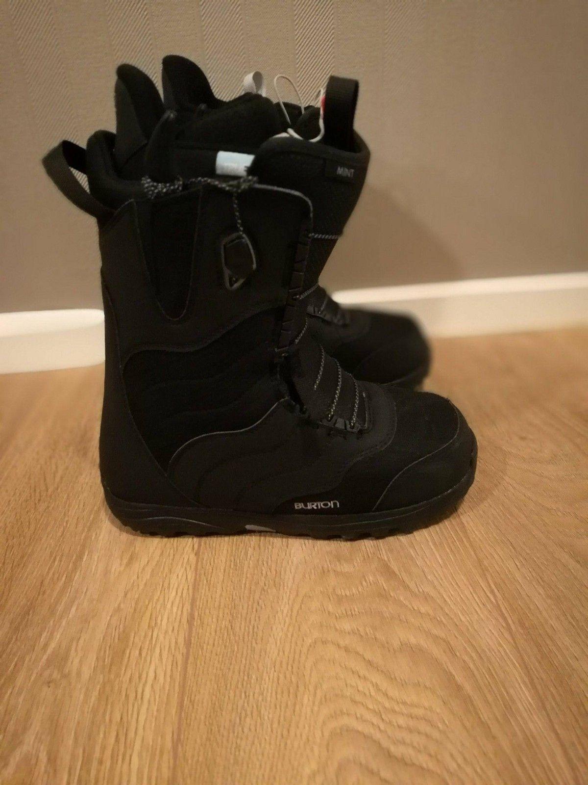 Mint burton boots (Svart) - ågotnes  - Mint burton skoene ble kjøpt i år. Er brukt en ganger denne sesongen, men må selges på grunn av feil størrelsen.   Kvittering følger med.   Størelse: 40   Ny pris: 2299,- - ågotnes