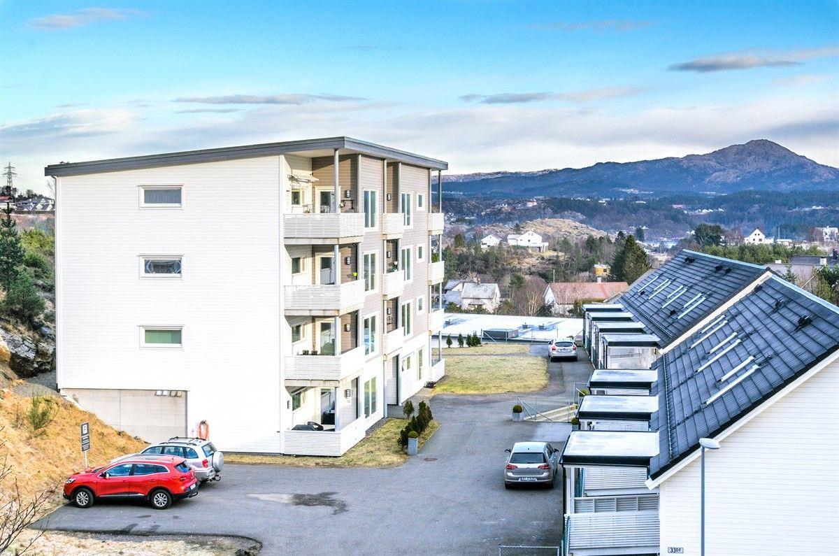 Brattholmen - Nyere 2-roms hjørneleilighet med gjennomgående god standard og planløsning.