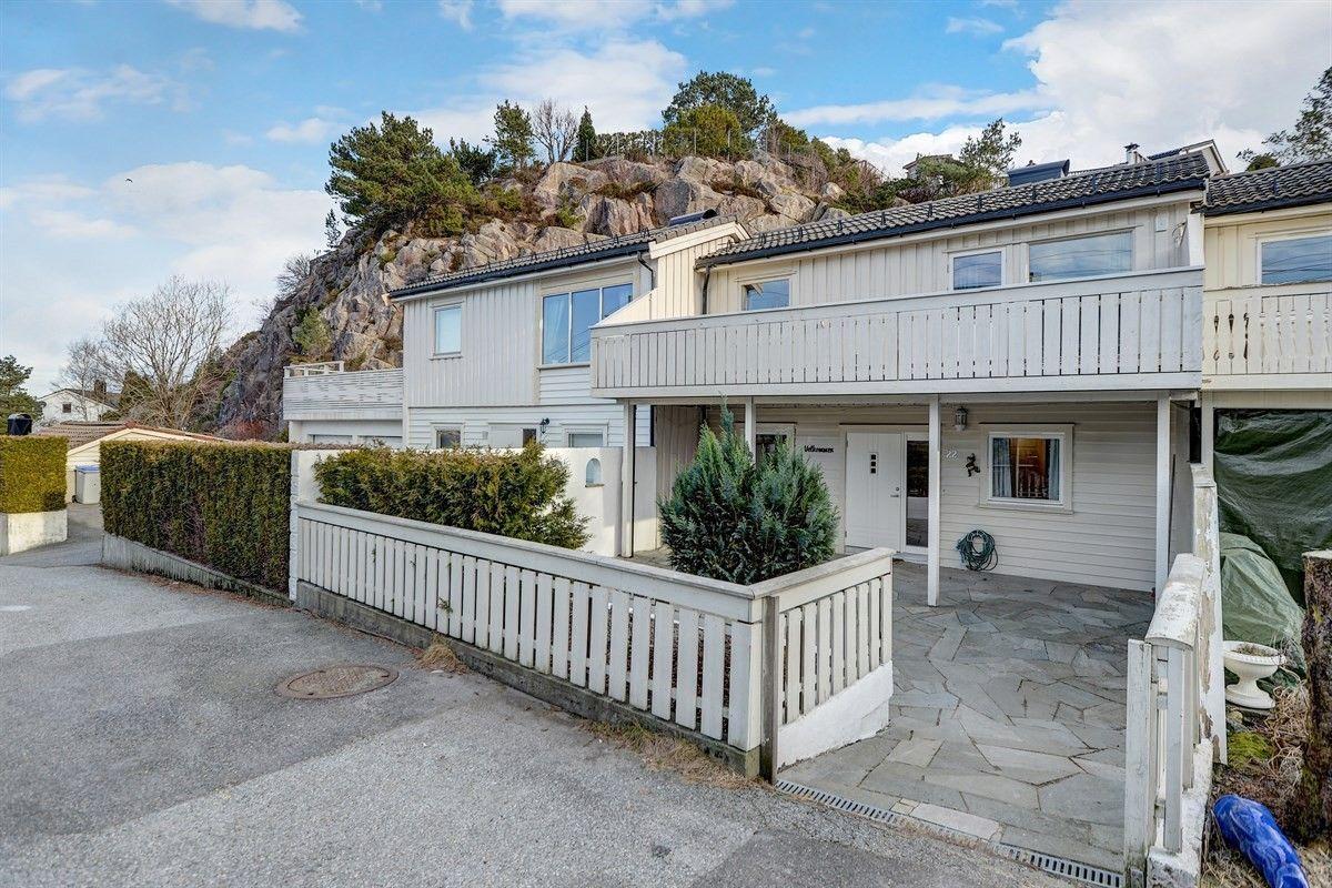 Attraktivt rekkehus med god standard og garasje i barnevennlig område. Gode solforhold.