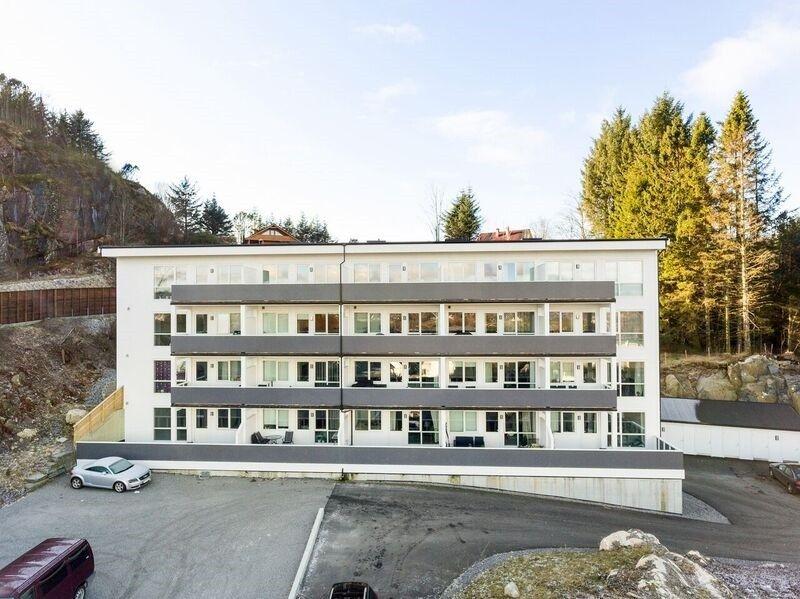 Brattholmen - Visning 26/3!  Flott 2(3)-roms leilighet i bygg fra 2015. Balkong. Garasjeplass.