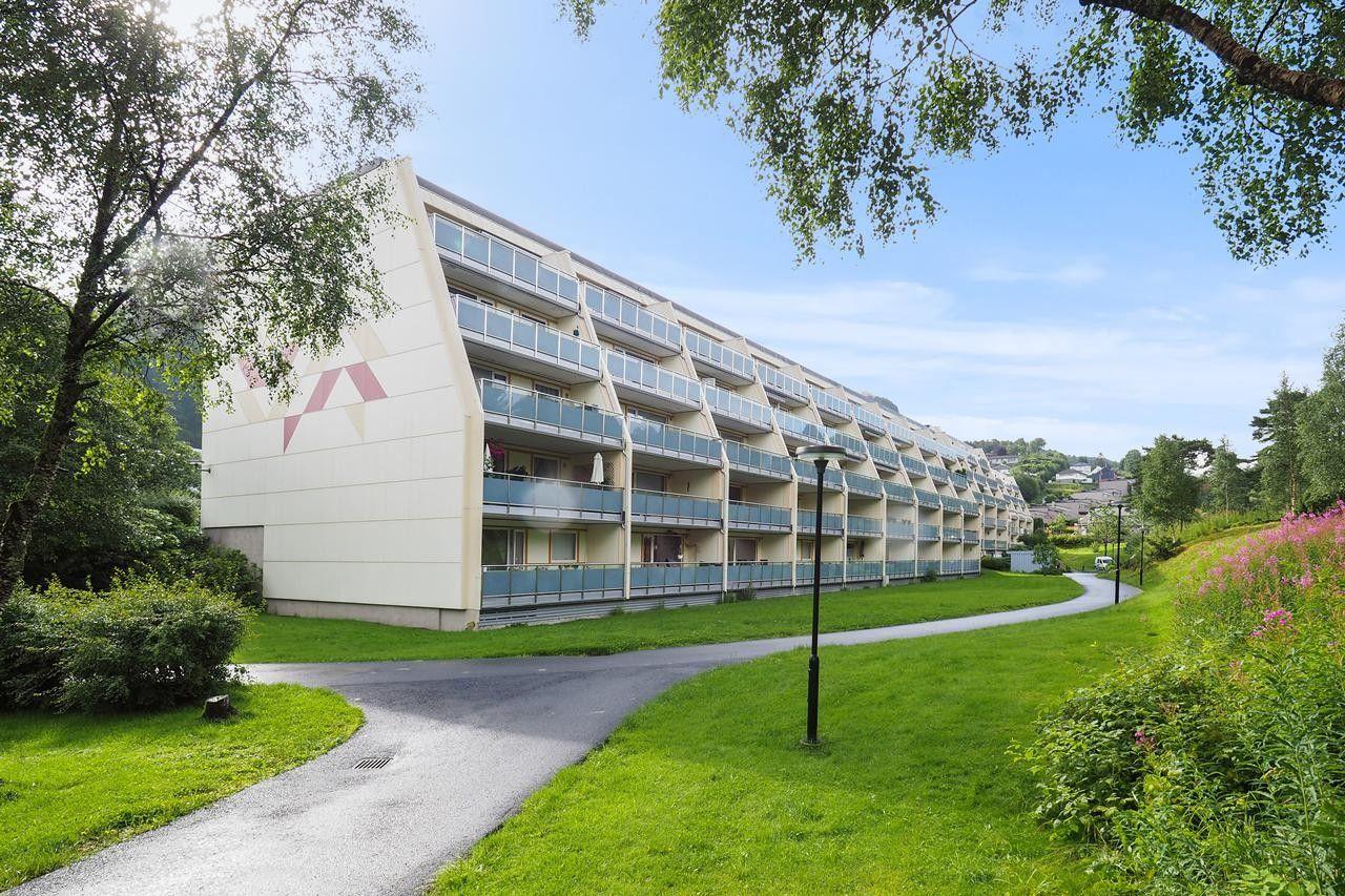 ROLLAND  - Stor og lys 2-roms terrasseleilighet med garasje - sentralt i Åsane