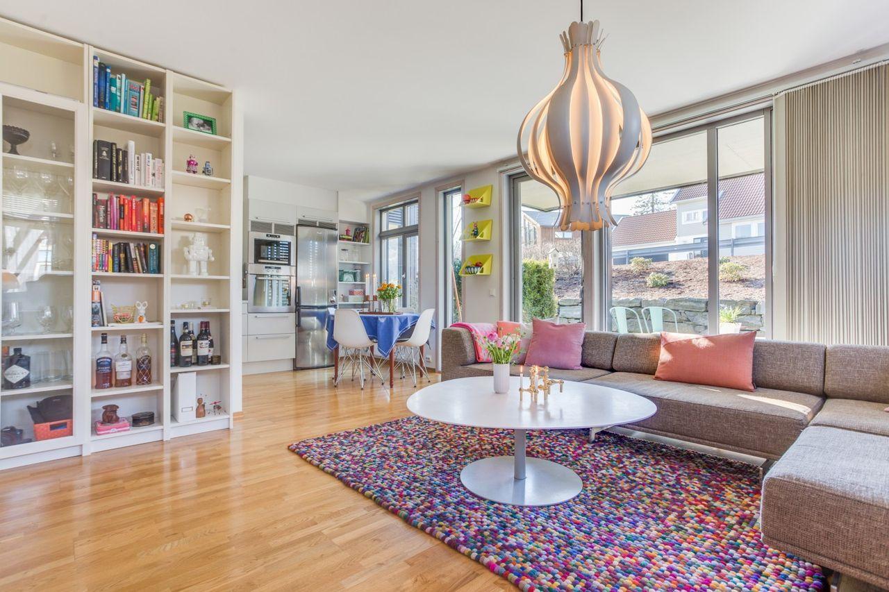 Skåredalen - Tidsriktig og nyere leilighet med enkel adkomst i første etasje. Sentral, barne- og familievennlig beliggenhet i Skåredalen! bilde