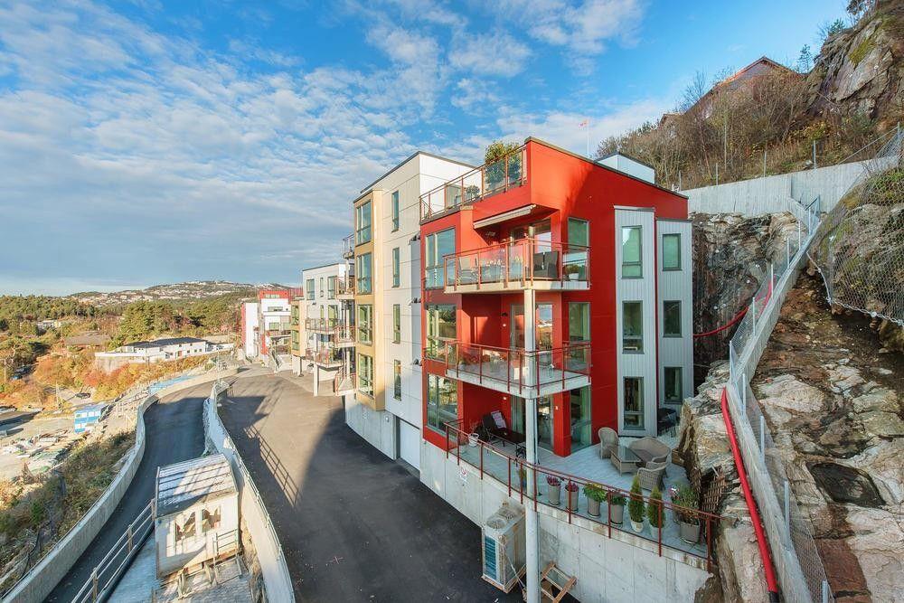 Flott 3-roms hjørneleilighet bygget i 2015. Heis.Nydelig utsikt og gode solforhold.