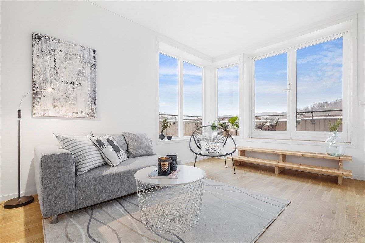 Fana/Lilletveit - Funkis enderekkehus med solrik takterrasse i attraktive og barnevennlige omgivelser.