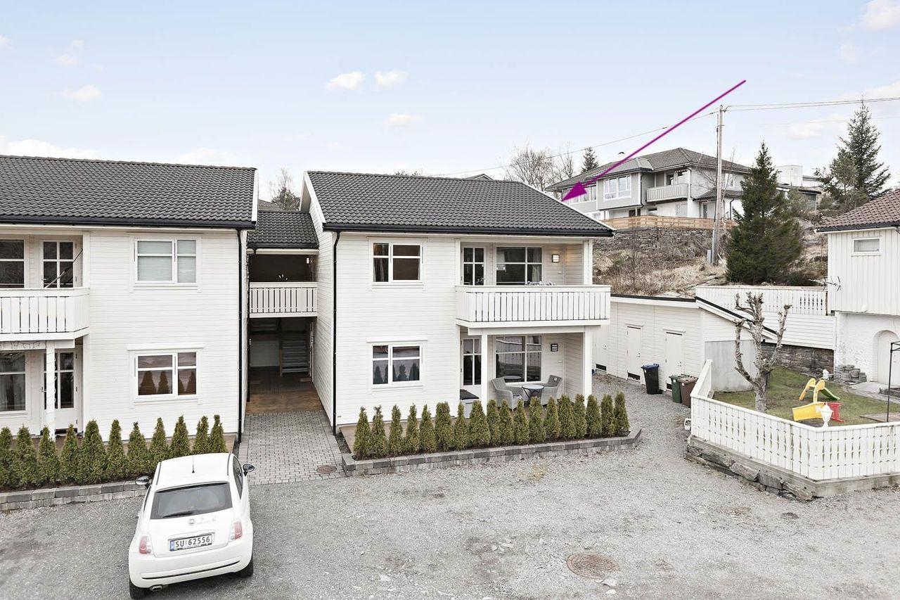 Ågotnes: Lekker 3-roms selveier i øvre etasje m/ carport og 2 terrasser
