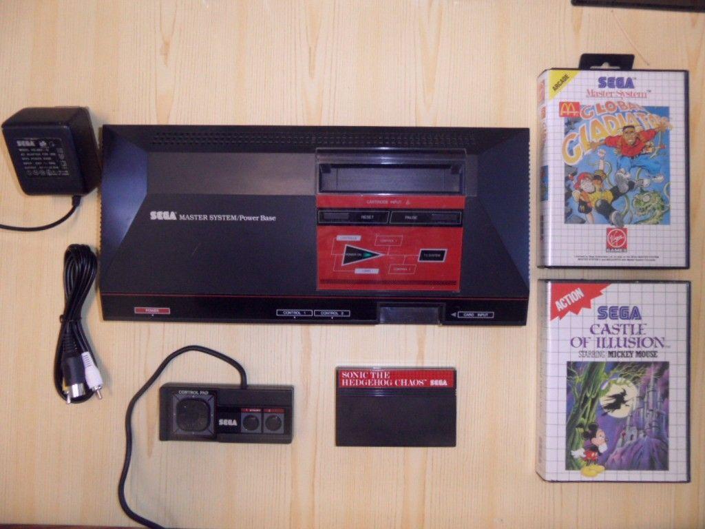 Sega Master System 1, sjeldenhet (V1.2) med 4 spill (Snail Maze, Sonic Chaos, Ca - Eidsberg  - Sega Master System 1, sjeldenhet med 4 spill (Snail Maze, Sonic Chaos, Castle of Illusion, Global Gladiators). Leveres med 1 orginal Sega Master System kontroller og 1 orginal og tilbehør (org. Sega strømadapter, helt ny rca kabel)  Pe - Eidsberg