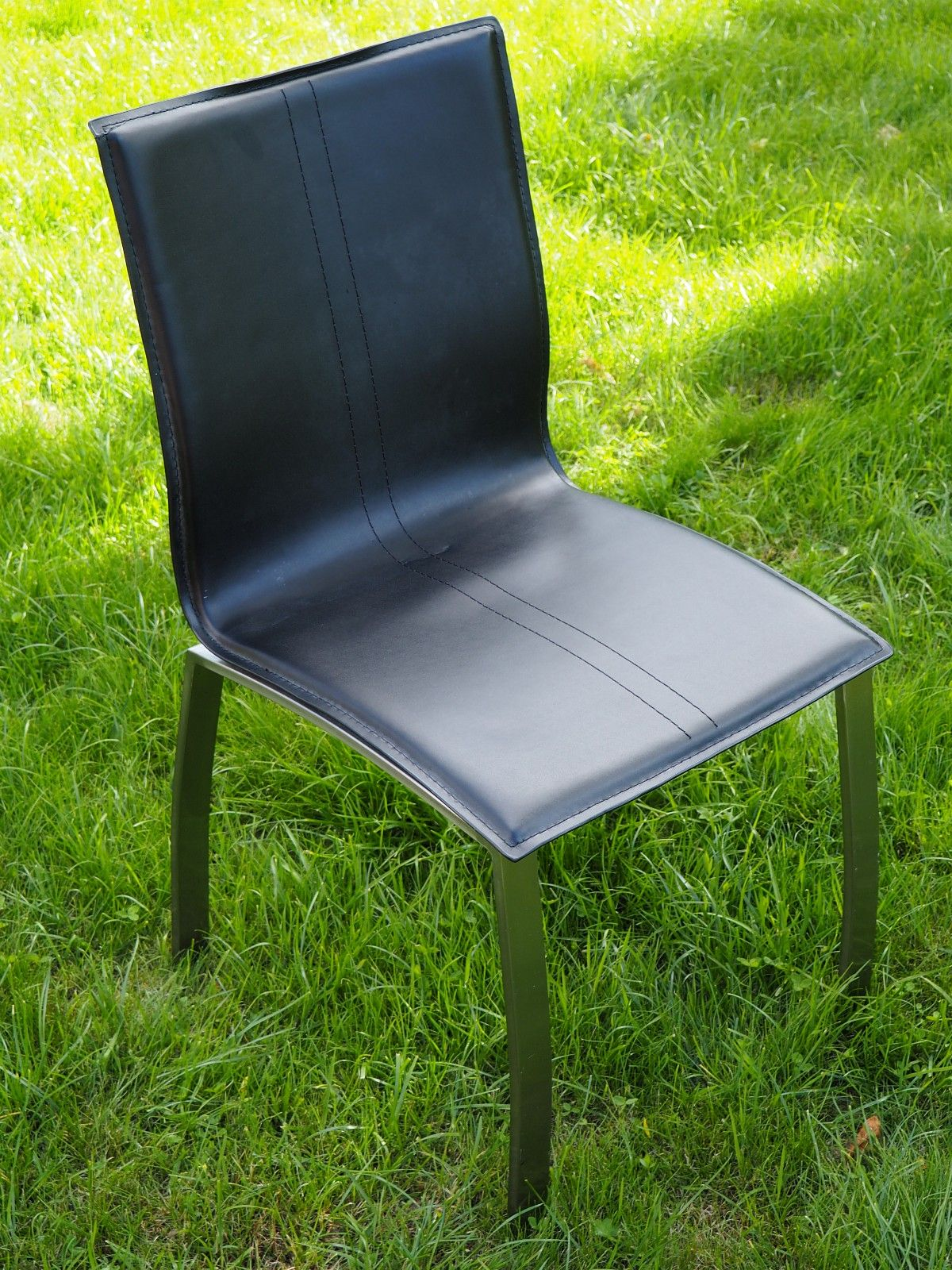 Living kjøkken/spisestuestoler (8stk) - Langesund  - Ble kjøpt på Living i sin tid til 450kr pr stk (kr 3600 totalt). Har 8 stoler som selges samlet. Noen av stolene har noe merker/ slitasje. Men de er gode å sitte i og vil gjøre nytten som kjøkken/spisestuestoler i mange år fremover. Hen - Langesund