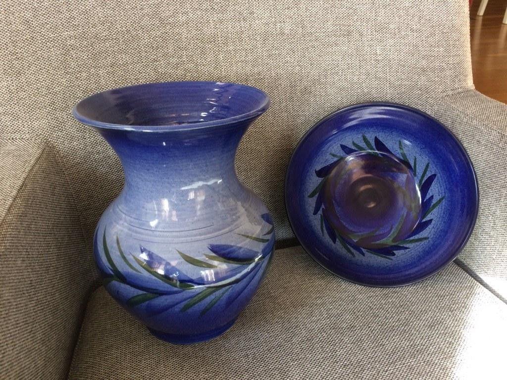 Keramikk vase og bolle - Skien  - Keramikk vase og bolle, hører sammen. Kun brukt til pynt, derfor like fin som ny. - Skien