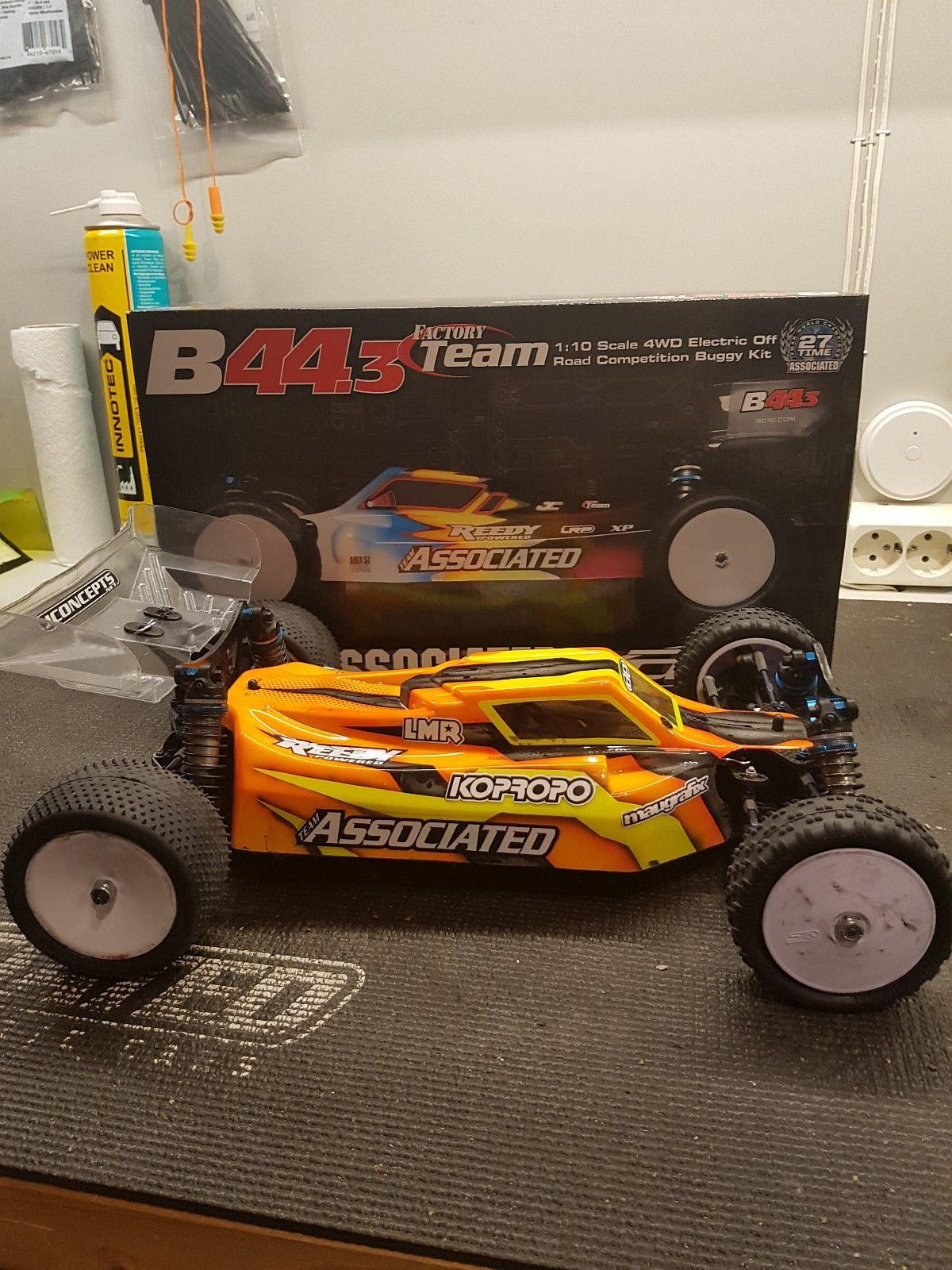 Team Associated B44.3 - Hof  - Team Associated B44.3 til salgs. Bilen selges med Orion fartsregulator og Orion servo. Dette er konkuranse bil som er passet godt på. Det følger også med et batteri fra Reedy og noen dekk. Her er det bare og sette inn mottager og radio så er de - Hof