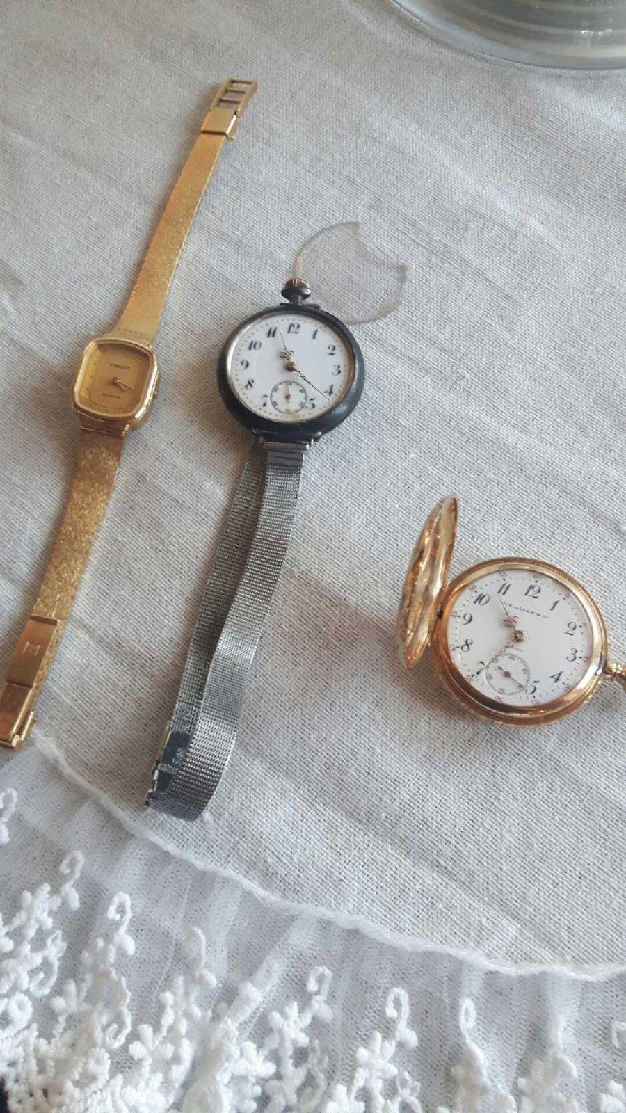 """Klokker/ur - Oslo  - 3 kvinneklokker/ur. Den i midten har litt skade nederst på glasset . """"Gullfargeuret"""" er typisk sykepleier ur de hadde rundt halsen i gamle dager. Selges samlet over kr 500 - Oslo"""