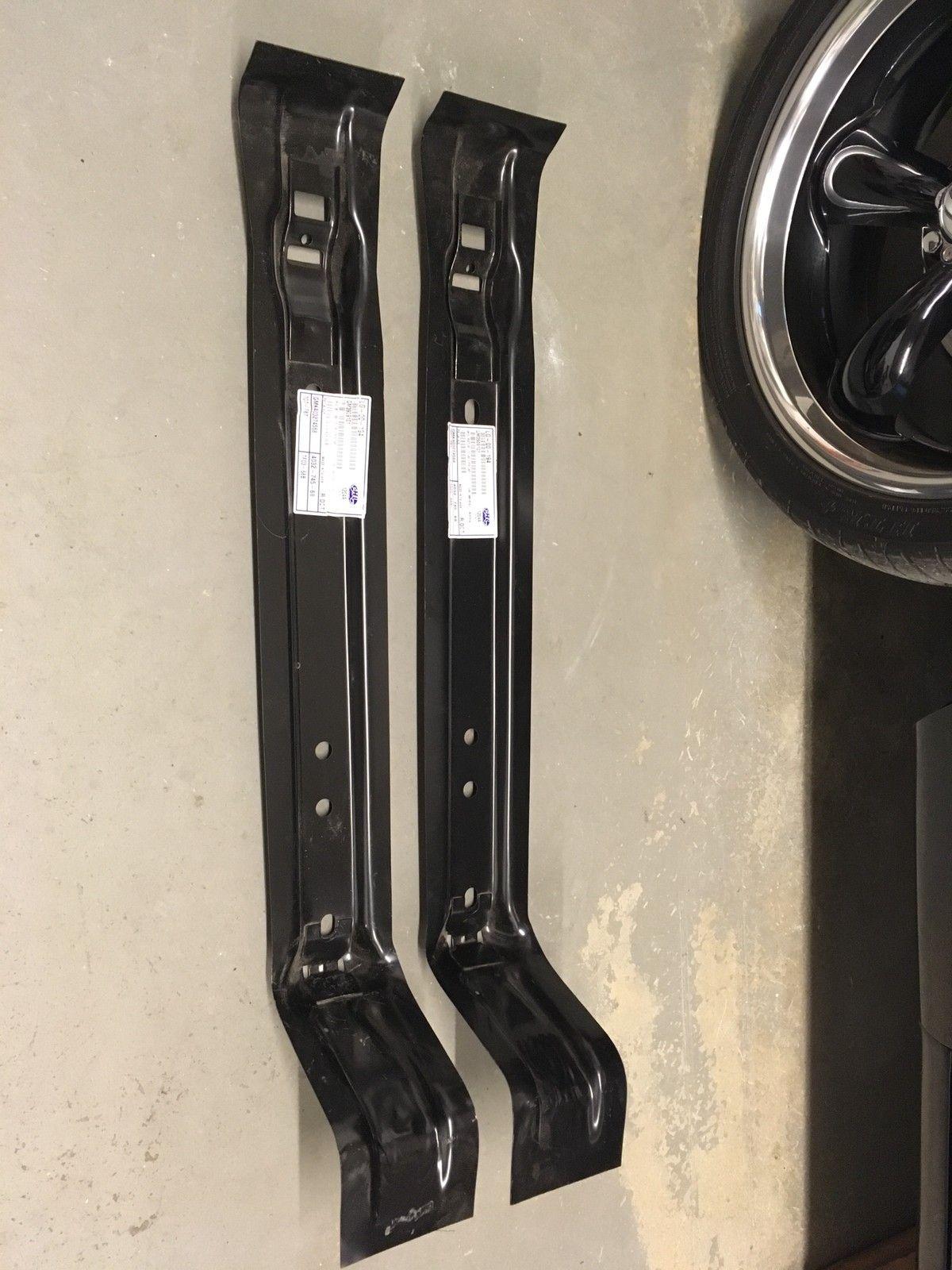 Braketter bensintank GM A-body 68-72 - Støren  - Braketter for bensintank GM A-body 68-72. Utpakket, ubrukt. GM3909101      Søkeord: GM, Chevrolet, Pontiac, Chevelle, Malibu, LeMans, GTO, Tempest, Monte Carlo - Støren