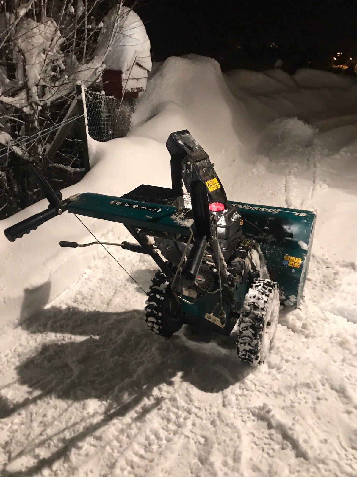 Murray  10,5hp - Skien  - Stor freser som er lite bruk! starter og går! Denne har både snor-start og el-start.  Tlf:95760084. - Skien
