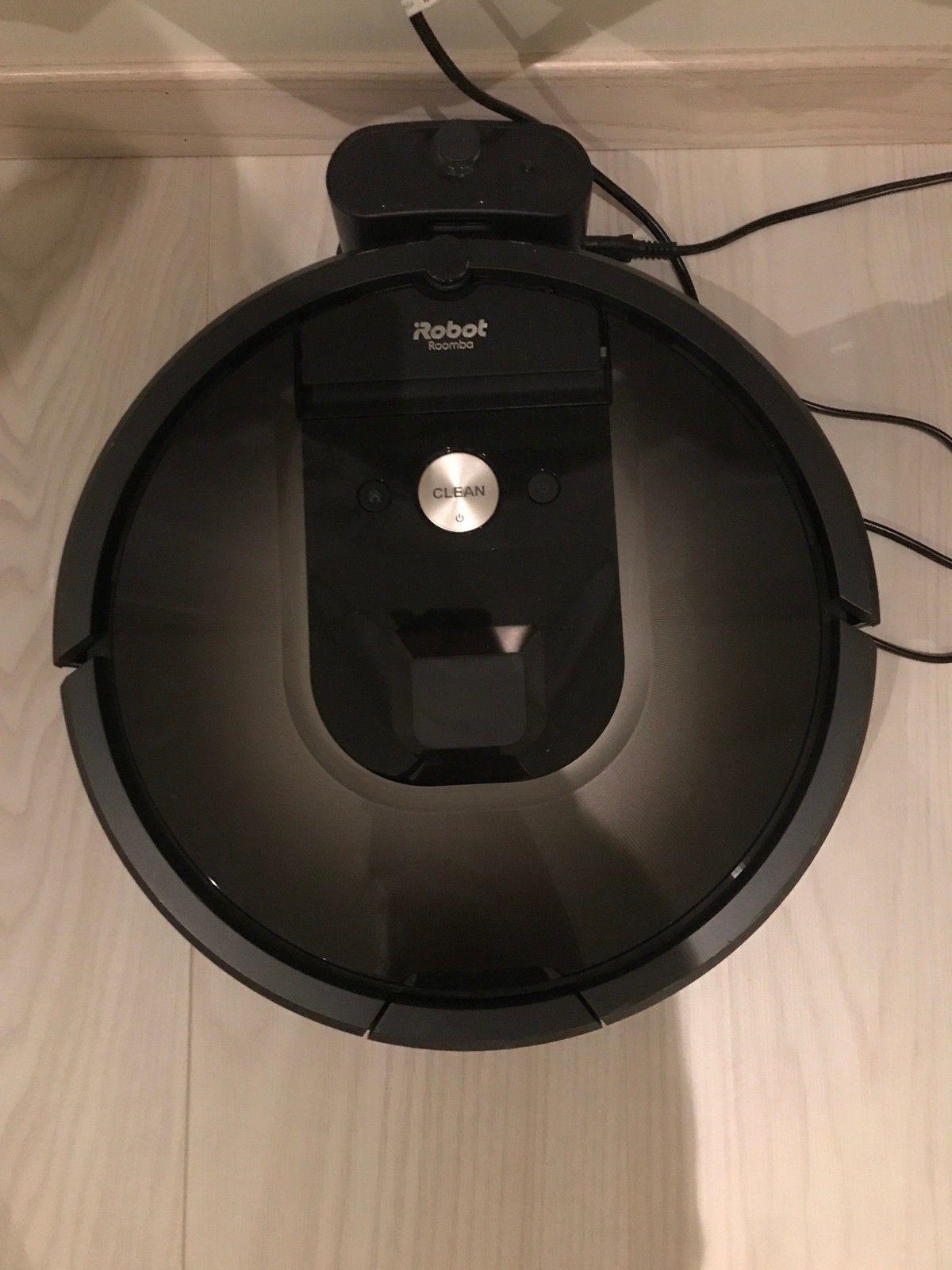 IRobot Roomba 980 støvsuger! Best i test! Så god som ny! - Elnesvågen  - Kjøpt ny i mai 2017 på Elkjøp for kr. 9740. Har kvittering. Tatt i bruk juni 2017. Veldig lite brukt så den er så god som ny. Selges for kr. 6700 eller hbo.   Denne har wifi og kan styres med app på telefonen. Originalemballasje og br - Elnesvågen