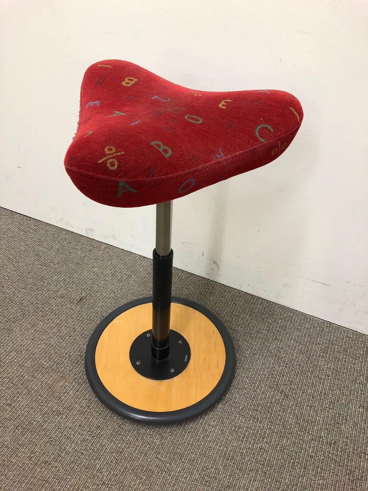 Stokke Move Variér stol i rødt stoff BRUKTE KONTORMØBLER