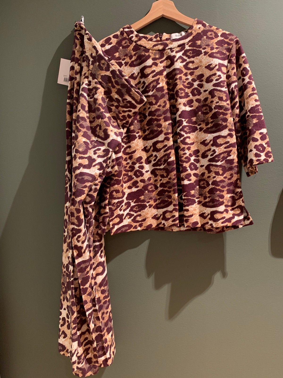 Leopard sett.bukse og genser fra Aljaki | FINN.no