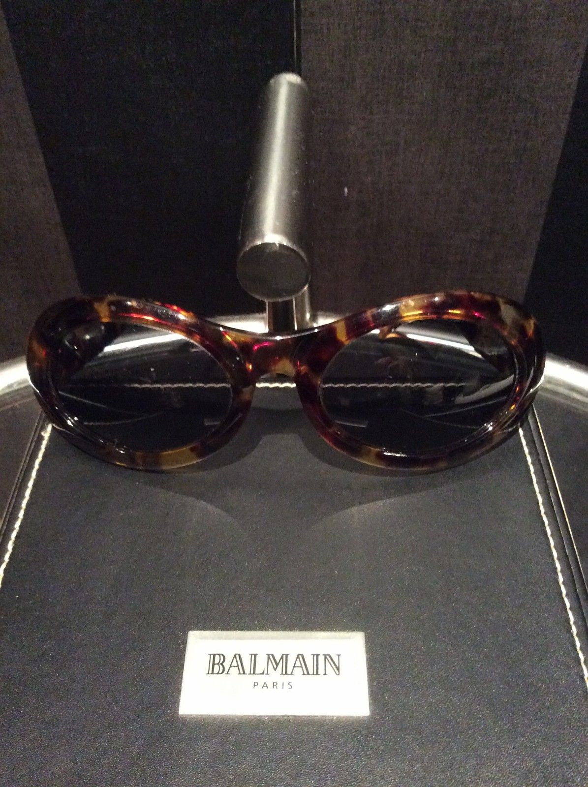 GUCCI  Vintage Solbriller GG 2400 02Y Briller for den kresne - Oslo  - GUCCI Vintage Solbriller GG 2400 02Y   Alltid Tidsriktig, solbriller for den kresne. Brillene framstår som velholdte, se bilder for detaljer. - Oslo