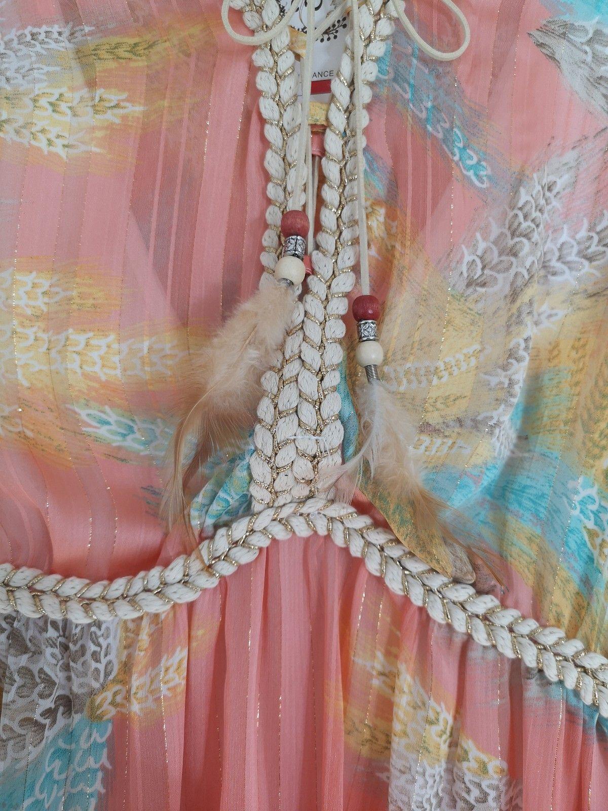 ec58b38c fersken kjole med gull detaljer | FINN.no