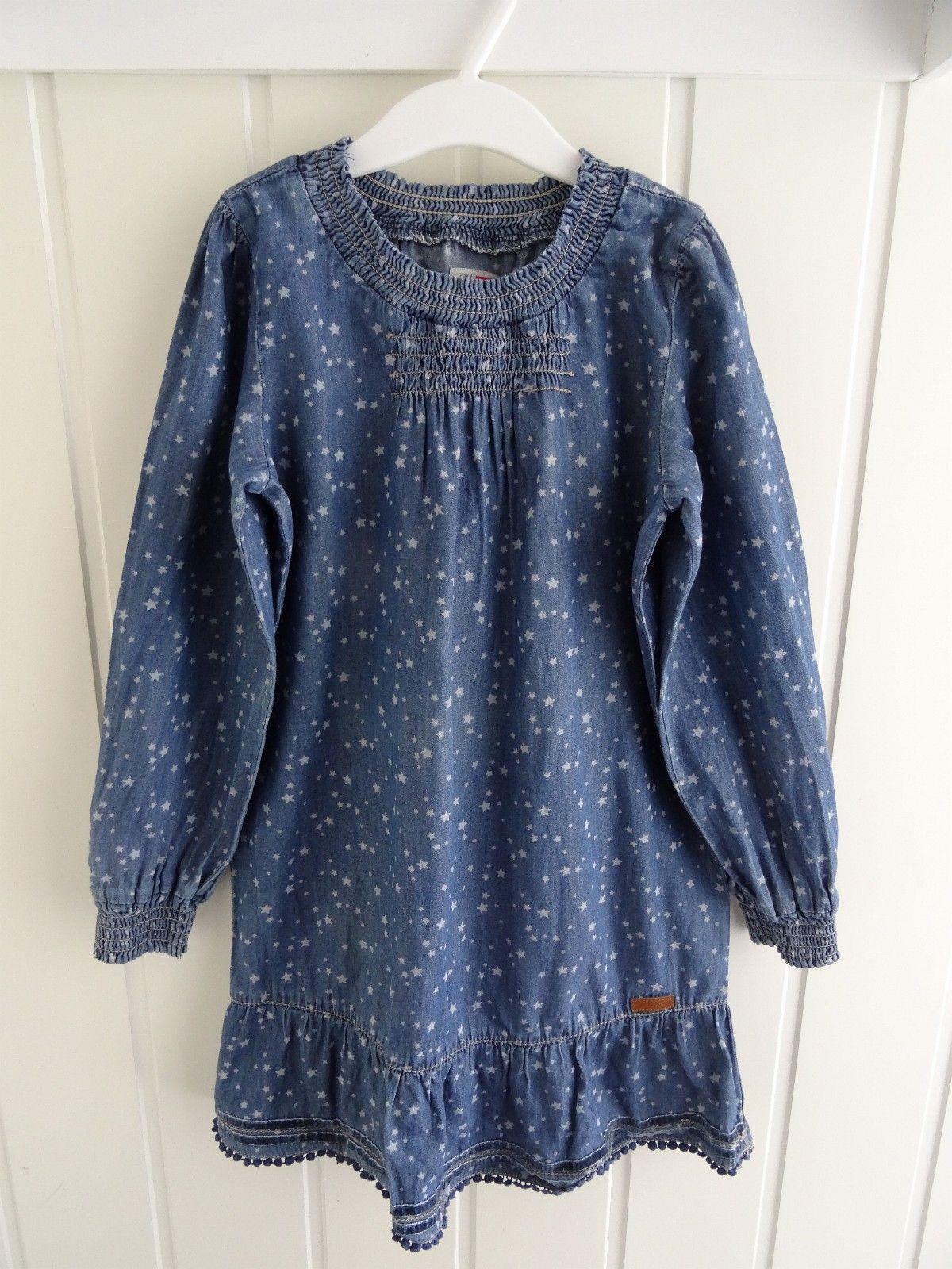 ce879780 Flott kjole i myk dongeri fra Name it i str 110. Kjolen er overstrødd med  små stjerner i stoffet. Pent brukt! Kr 150 (1/21)