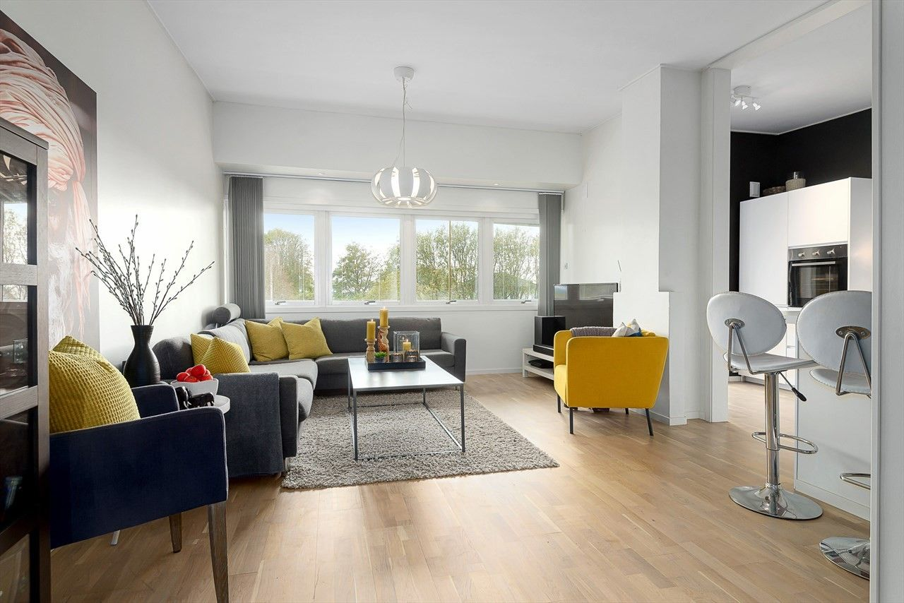 Haugesund - Søre bydel - Smakfull og gjennomført 4-roms leilighet med stor, innglasset balkong