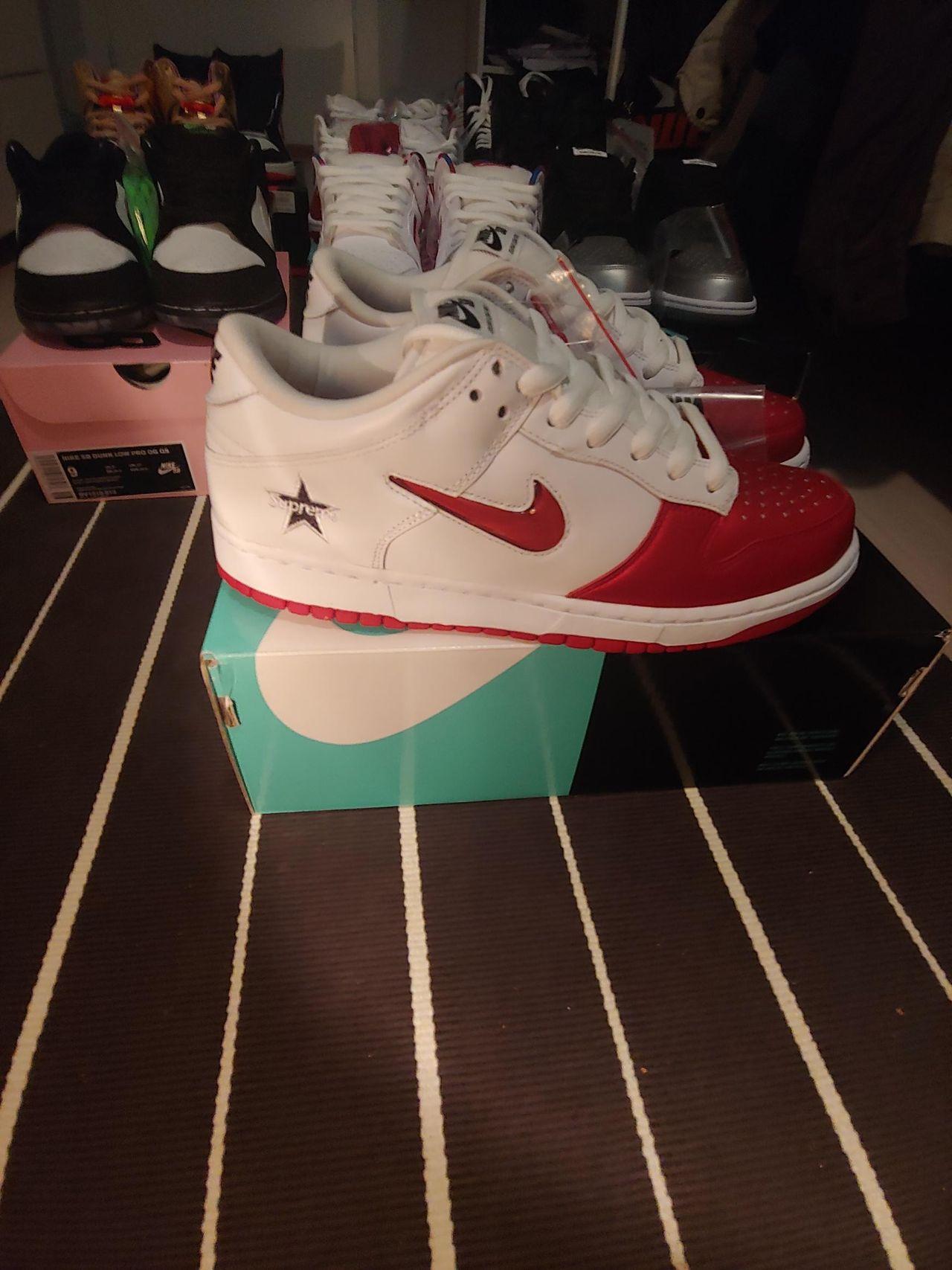 Nike SB Dunk Low Supreme Jewel Swoosh Red   FINN.no