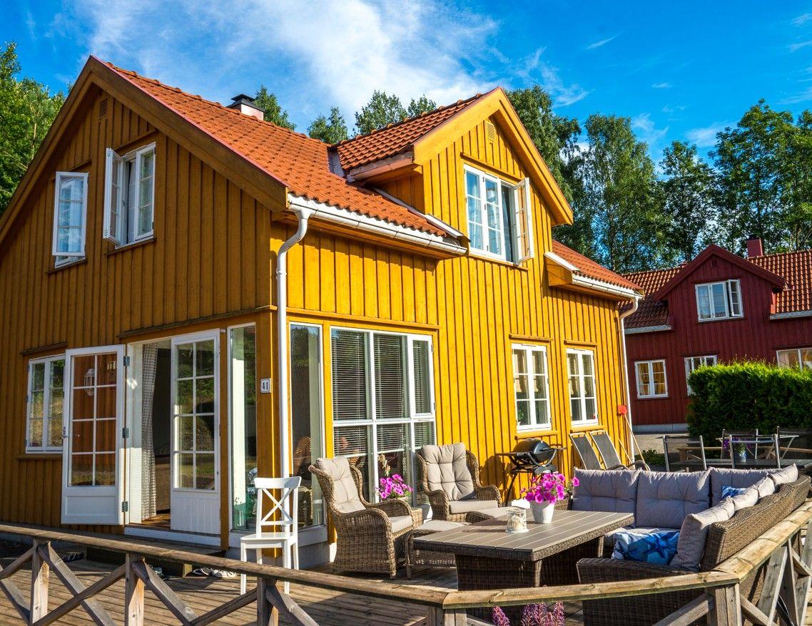Sommerhus i Risør med høy standard på solrik tomt og flott utsikt mot vakre Sørfjorden