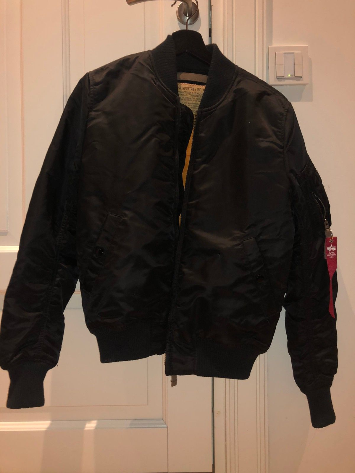 Alpha Industries Bomber Jakke | FINN.no