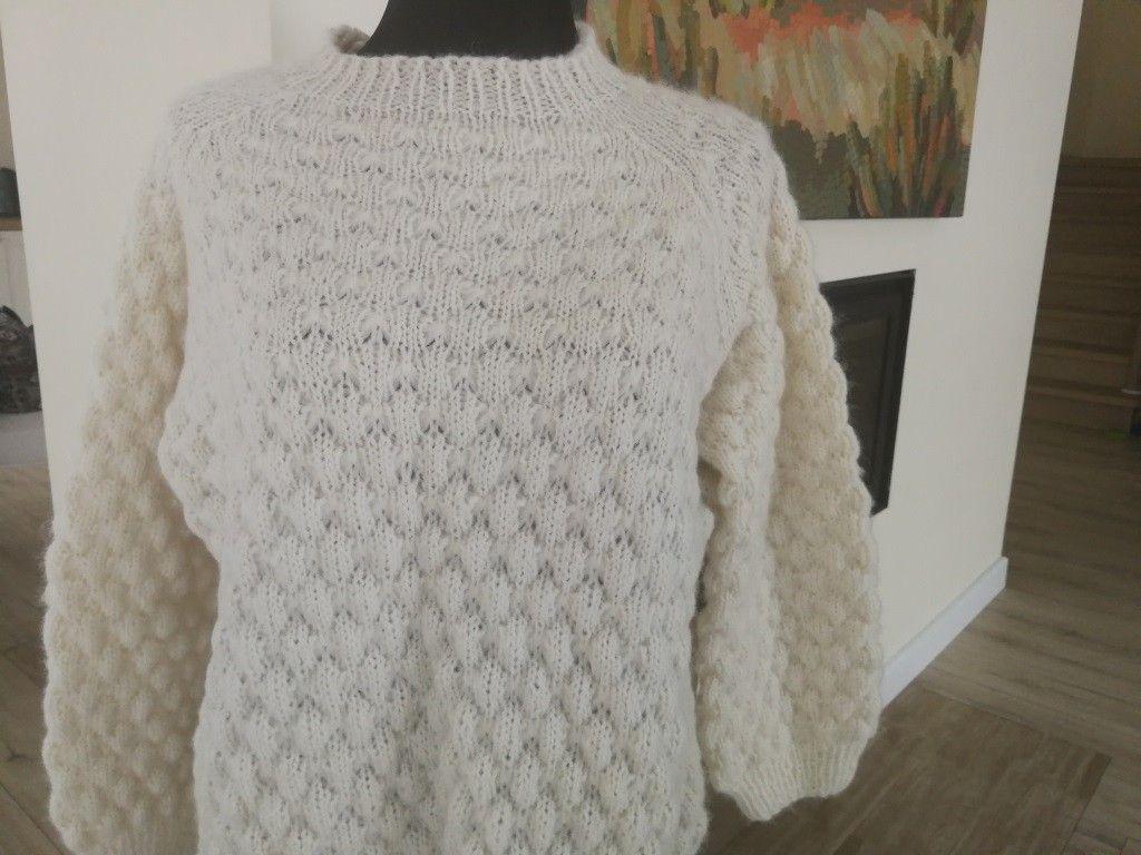 cdd17e24 Håndstrikket genser (M) Oversize   FINN.no