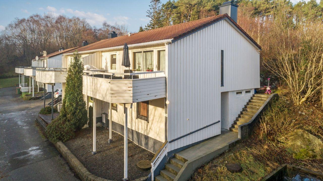 Prisgunstig bolig over to etasjer - 3 soverom, bad og vaskerom - Stor stue - Stor bod!