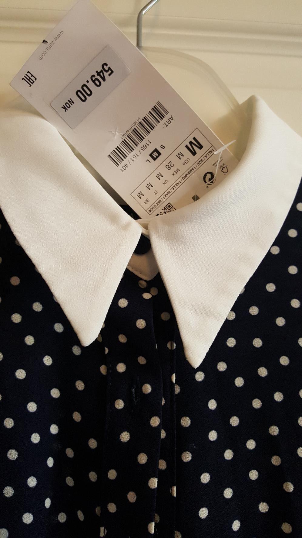 97ecbb61 Fin plisset mørk BLÅ med HVIT kjole. POLKA DOT. | FINN.no