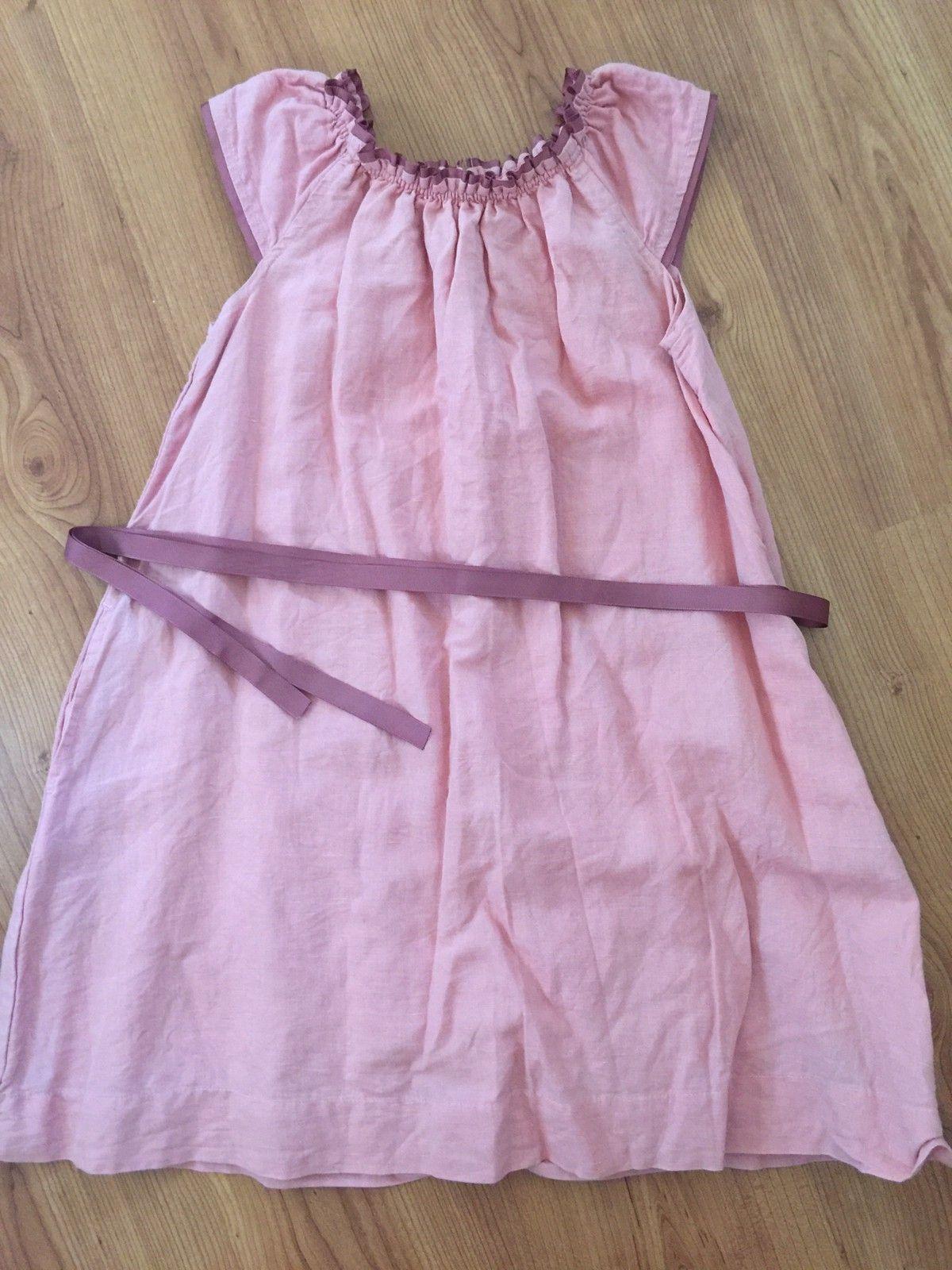 f05e492217e Korallfarget kjole fra Pompdelux. Str. 140,- Kr. 100,- (1/27)